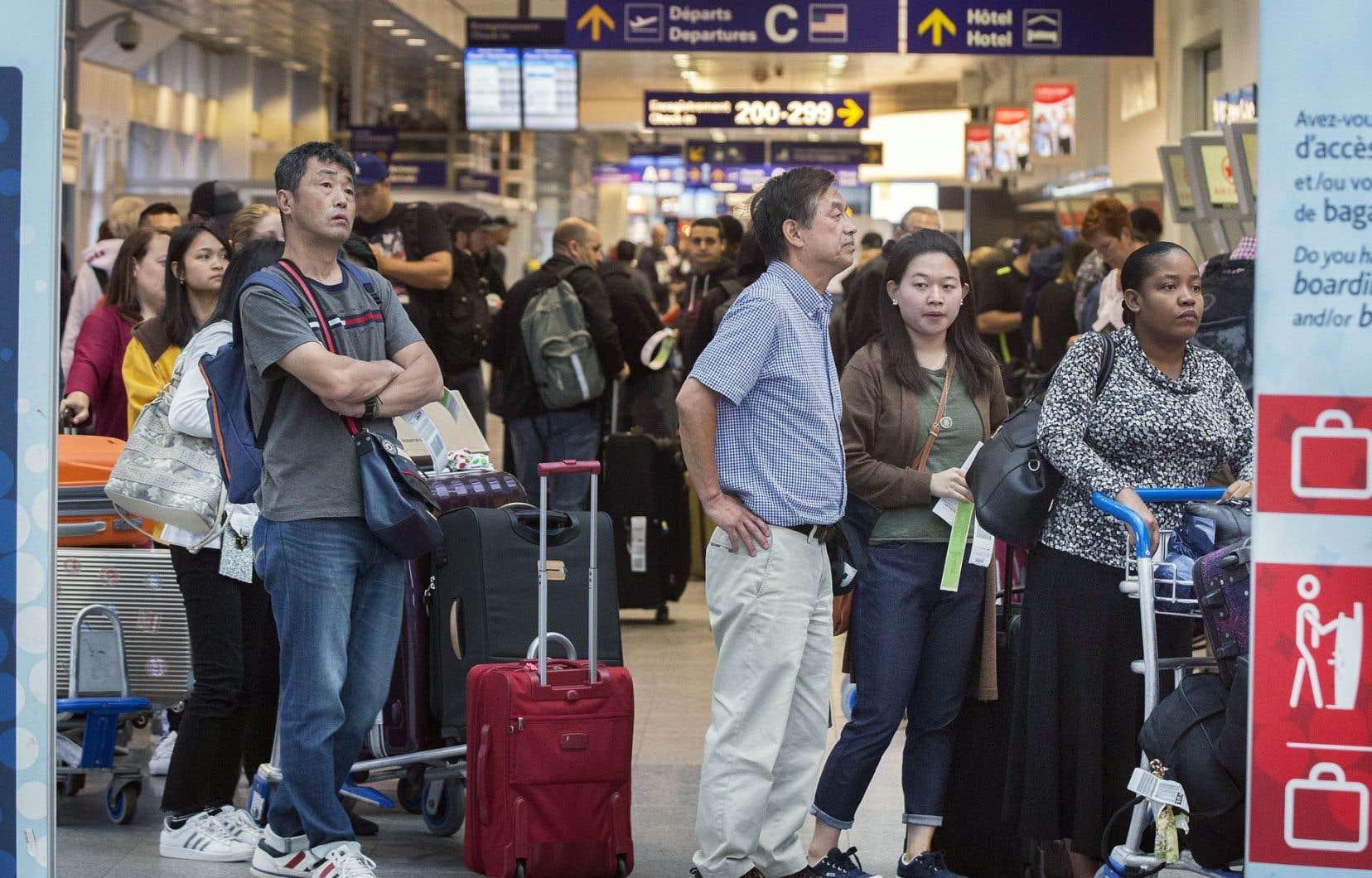 Ottawa veut mieux définir les droits des passagers aériens et les obligations des transporteurs, mais les choses vont trop lentement au goût du NPD.