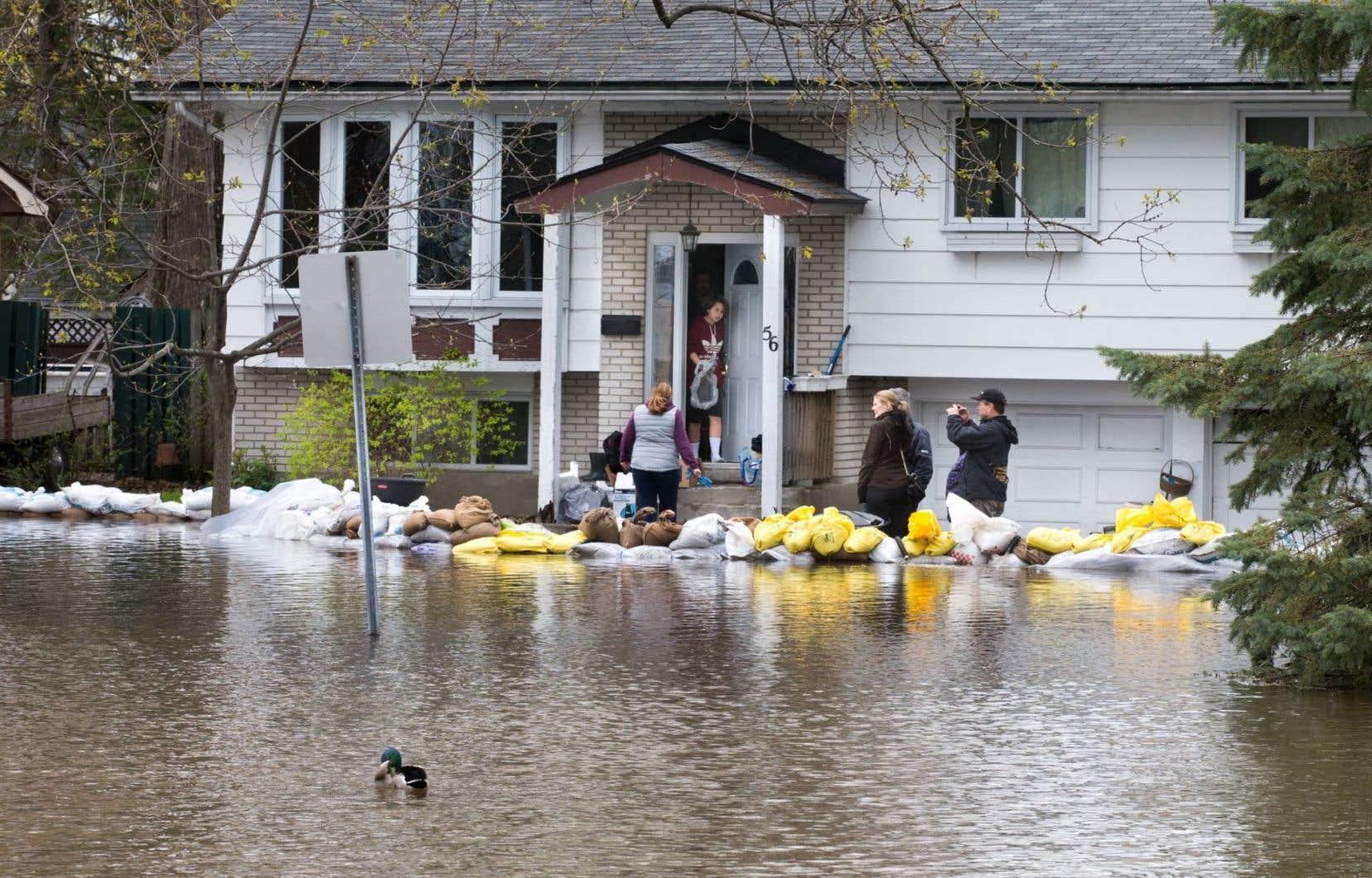 278 familles victimes des inondations du printemps dernier logent toujours dans des hôtels et on un nombre équivalent de ménages réside temporairement chez des membres de leur famille ou dans des logements qu'ils ont loués.