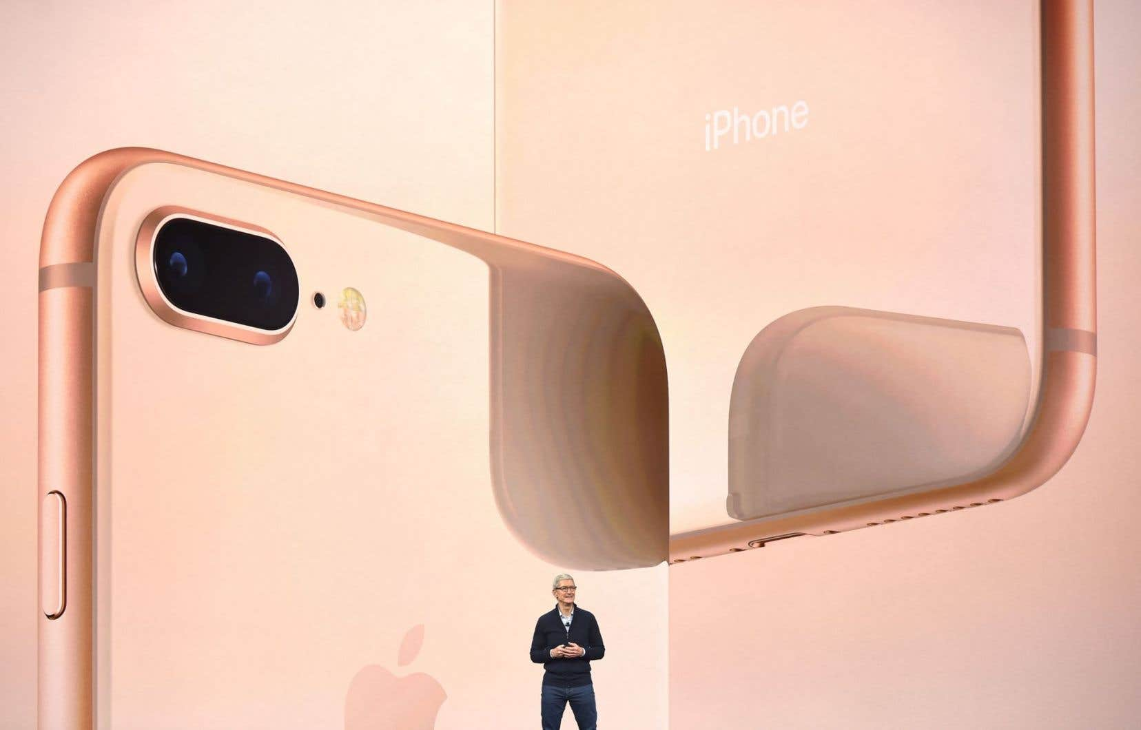 Selon Tim Cook, le p.-d.g. d'Apple, le modèle anniversaire d'iPhone «va ouvrir la voie à la technologie pour la prochaine décennie».