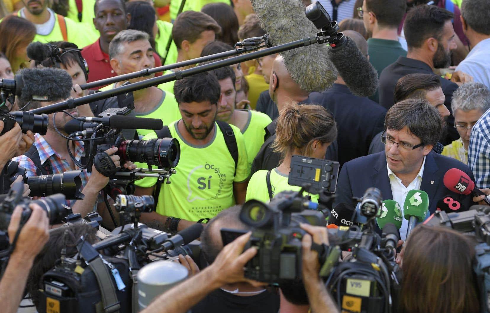 Carles Puigdemont a pour sa part demandé lors d'un entretien à la radio catalane Rac1 qu'on laisse les Mossos d'Esquadra «tranquilles».