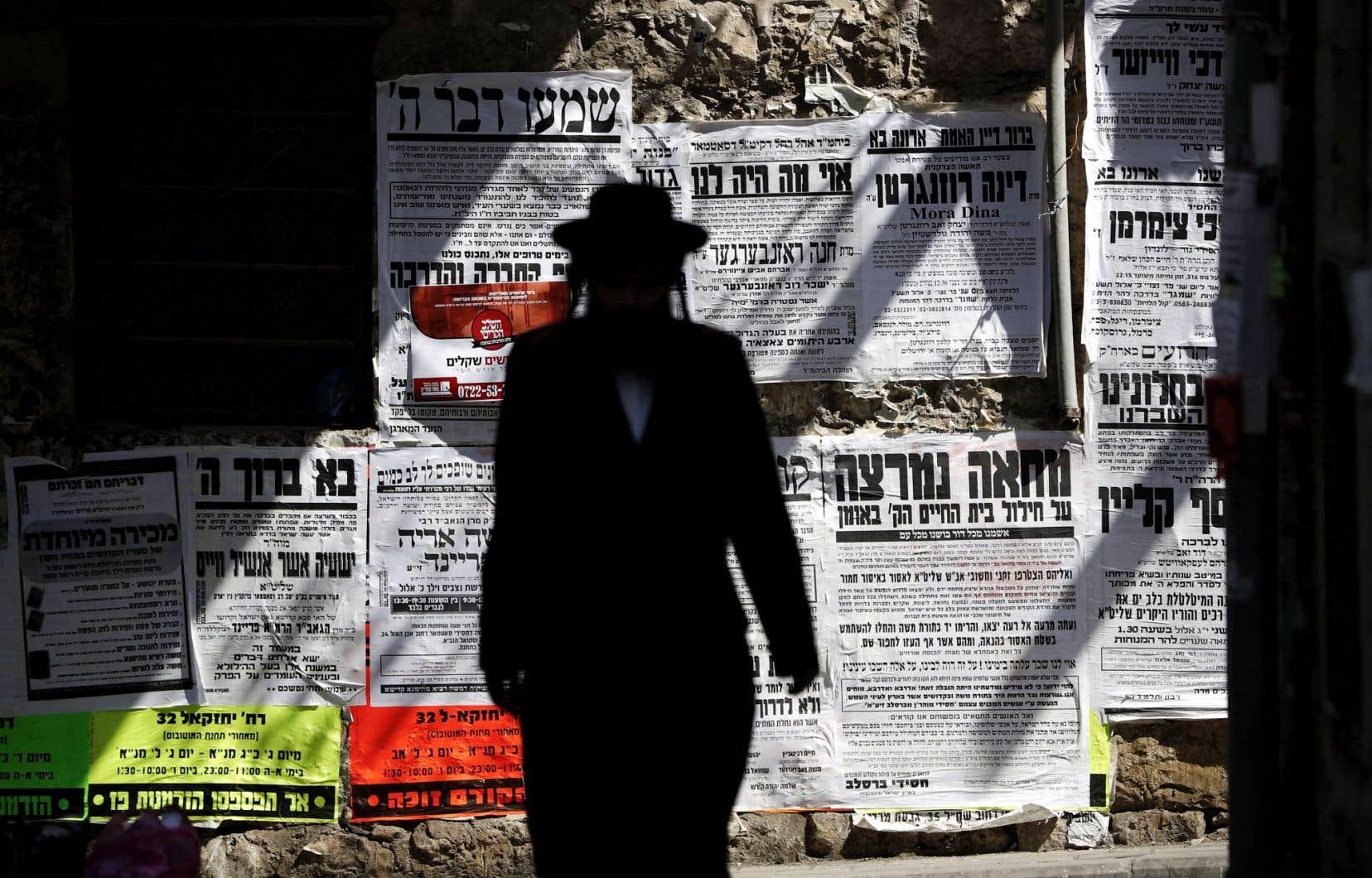 Un juif ultraorthodoxe dans le quartier de Méa Shéarim à Jérusalem