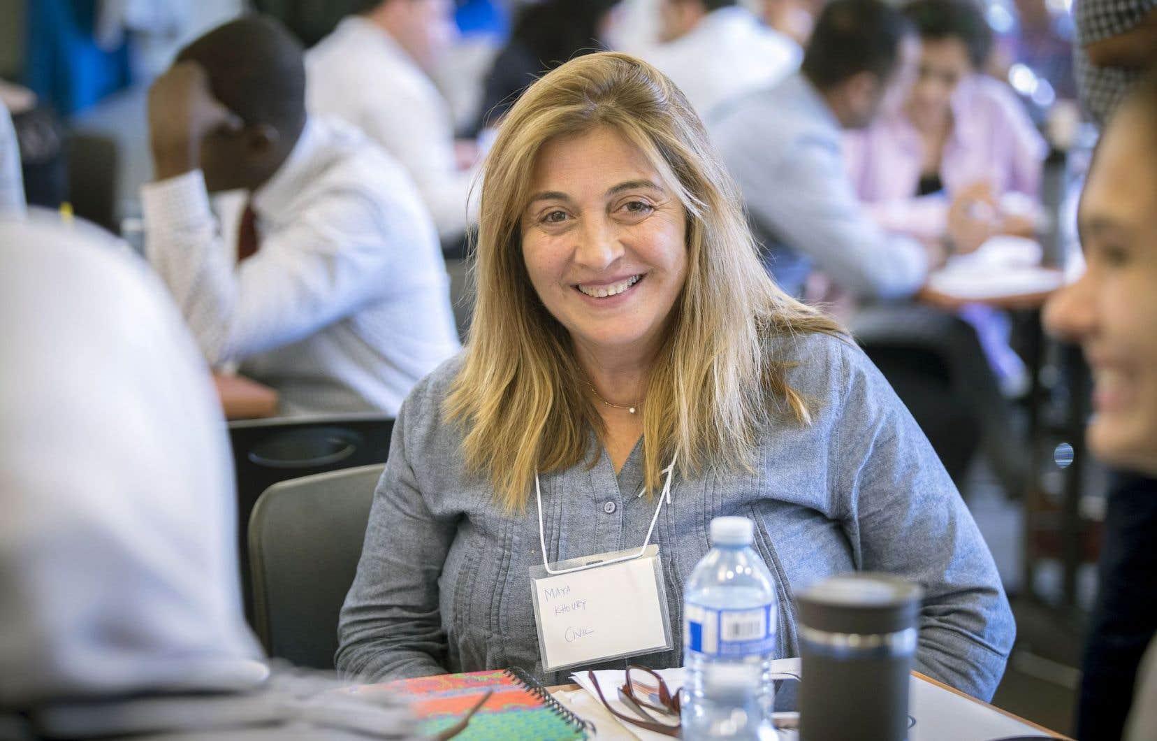 Maya Khoury était ingénieure dans son pays, la Syrie, qu'elle a dû fuir. À l'aube de la cinquantaine elle doit réorganiser sa vie au Canada.