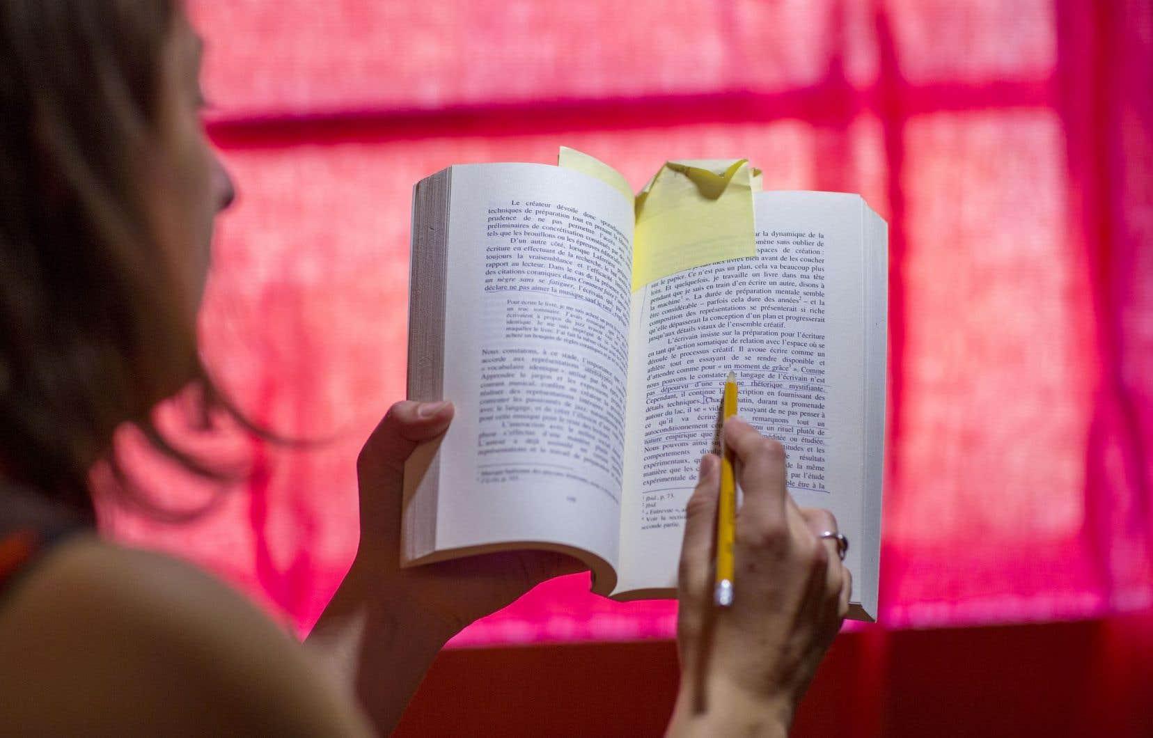 La question des droits d'auteur et du milieu de l'éducation est complexe et fait actuellement l'objet de deux actions judiciaires.