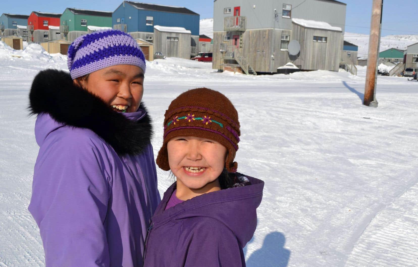 Dans les communautés inuit du Nunavik, à l'extrême-nord du Québec, l'inuktitut est encore très vivant.