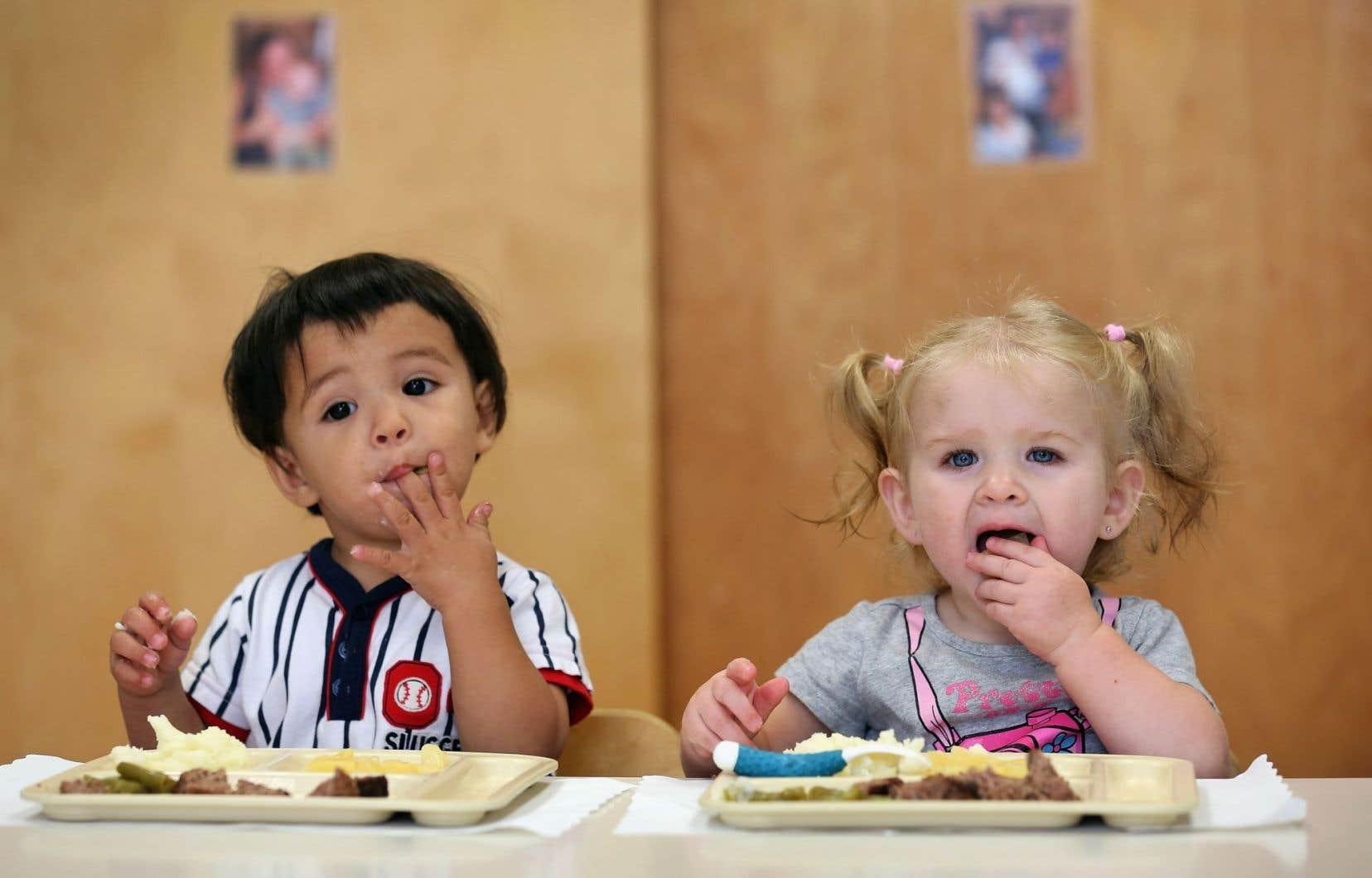 La distribution de repas gratuits aux élèves est considérée comme le programme social le plus important dans le monde.