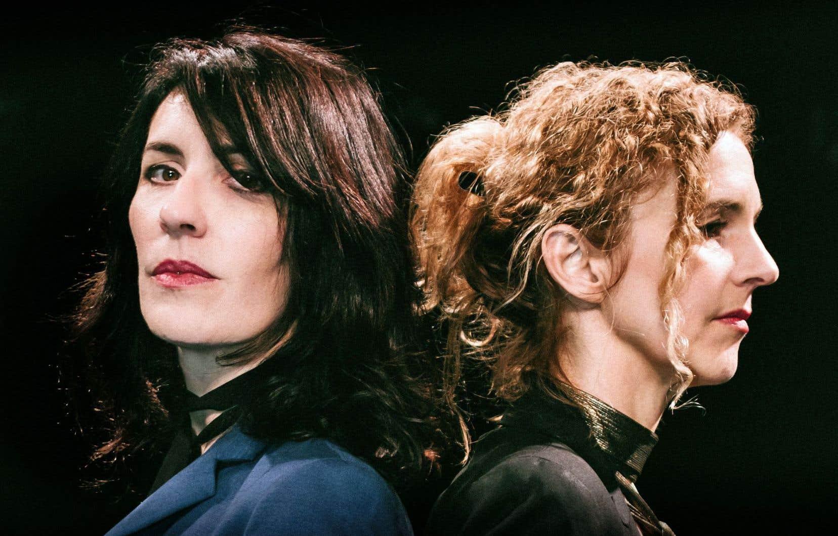 La musicienne et l'auteure, La Grande Sophie et Delphine de Vigan, ensemble sur scène, créent une nouvelle œuvre.