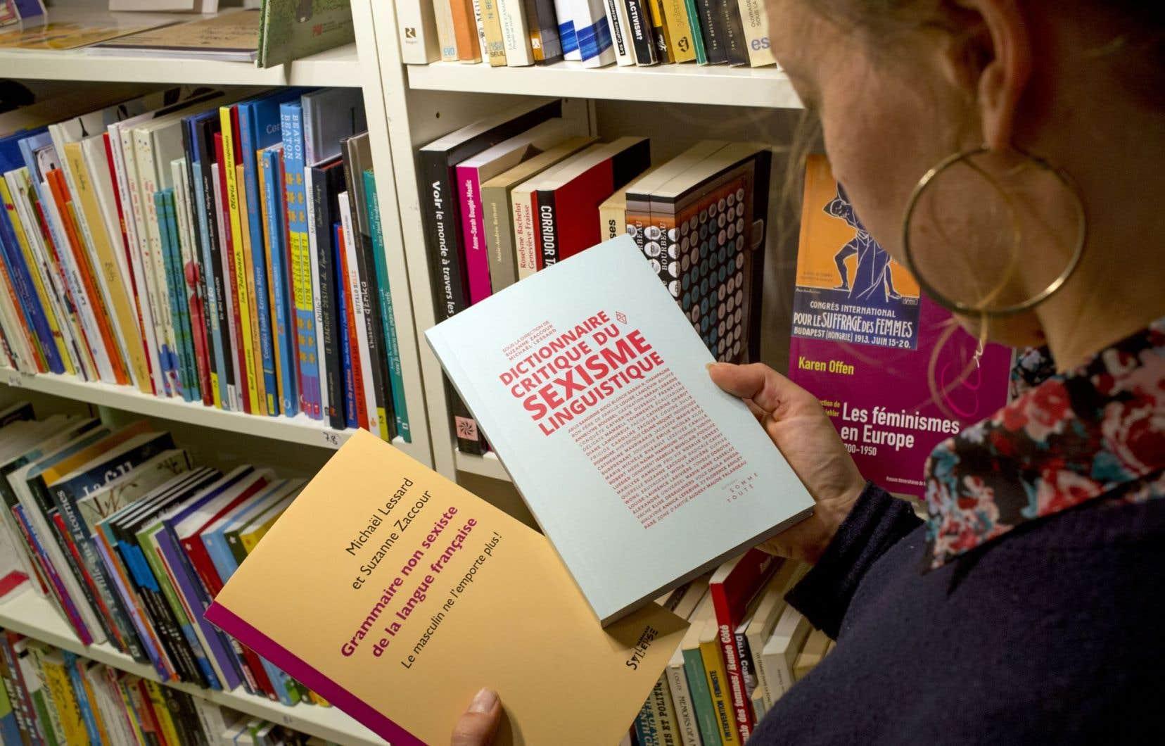 Deux ouvrages pour redonner à la langue française son côté féminin.