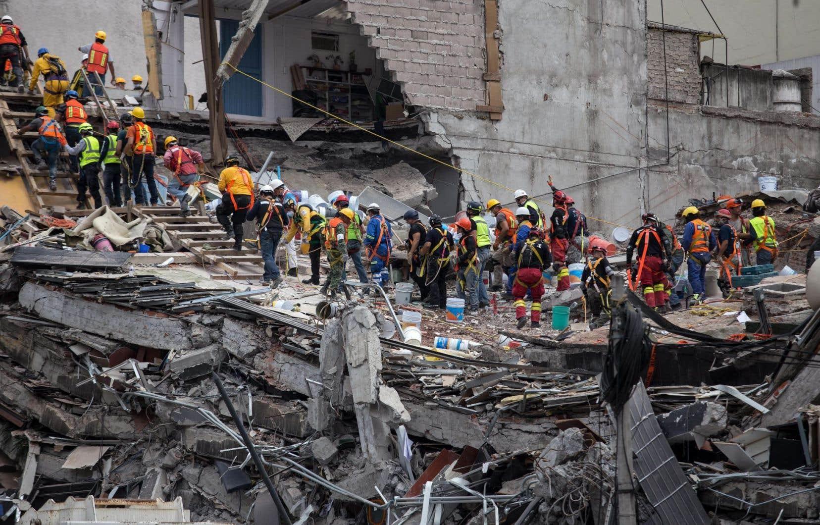Le bilan du séisme de magnitude 7,1 qui a frappé le 19septembre est monté dimanche à 320 morts, dont 182 dans la capitale, où vivent 20millions de personnes.