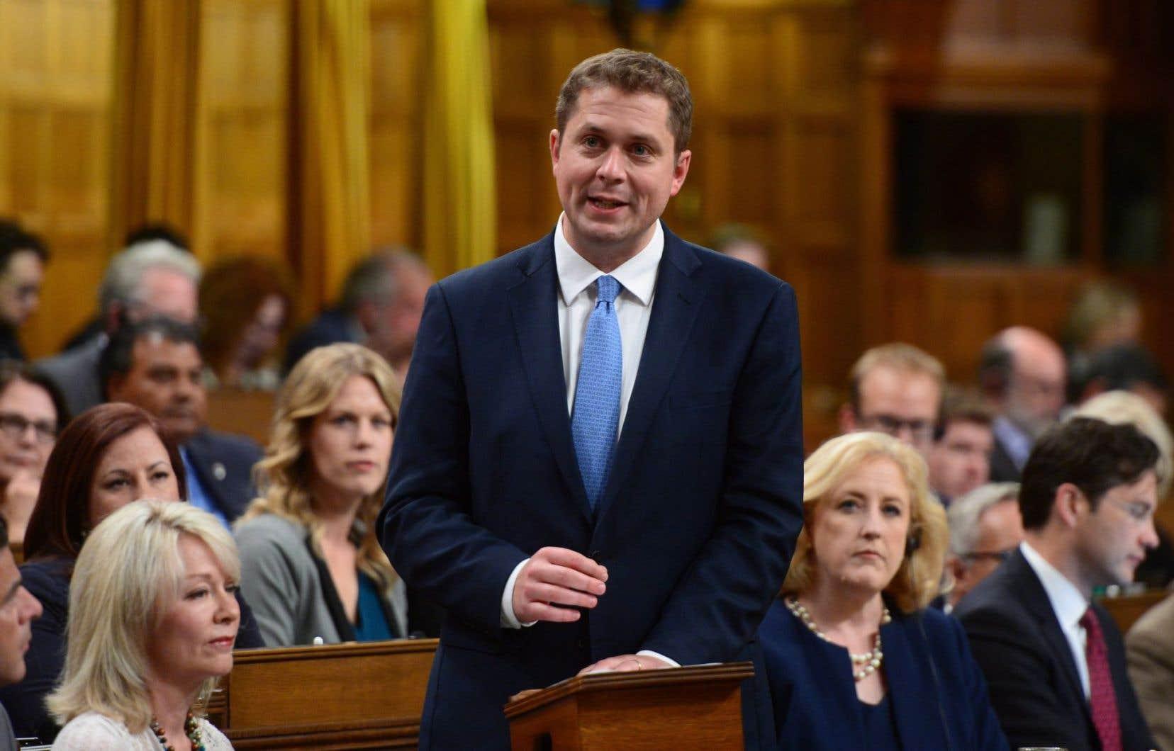Le nouveau chef conservateur, Andrew Scheer, est accusé d'avoir voulu plaire à la frange sociale de la base conservatrice.