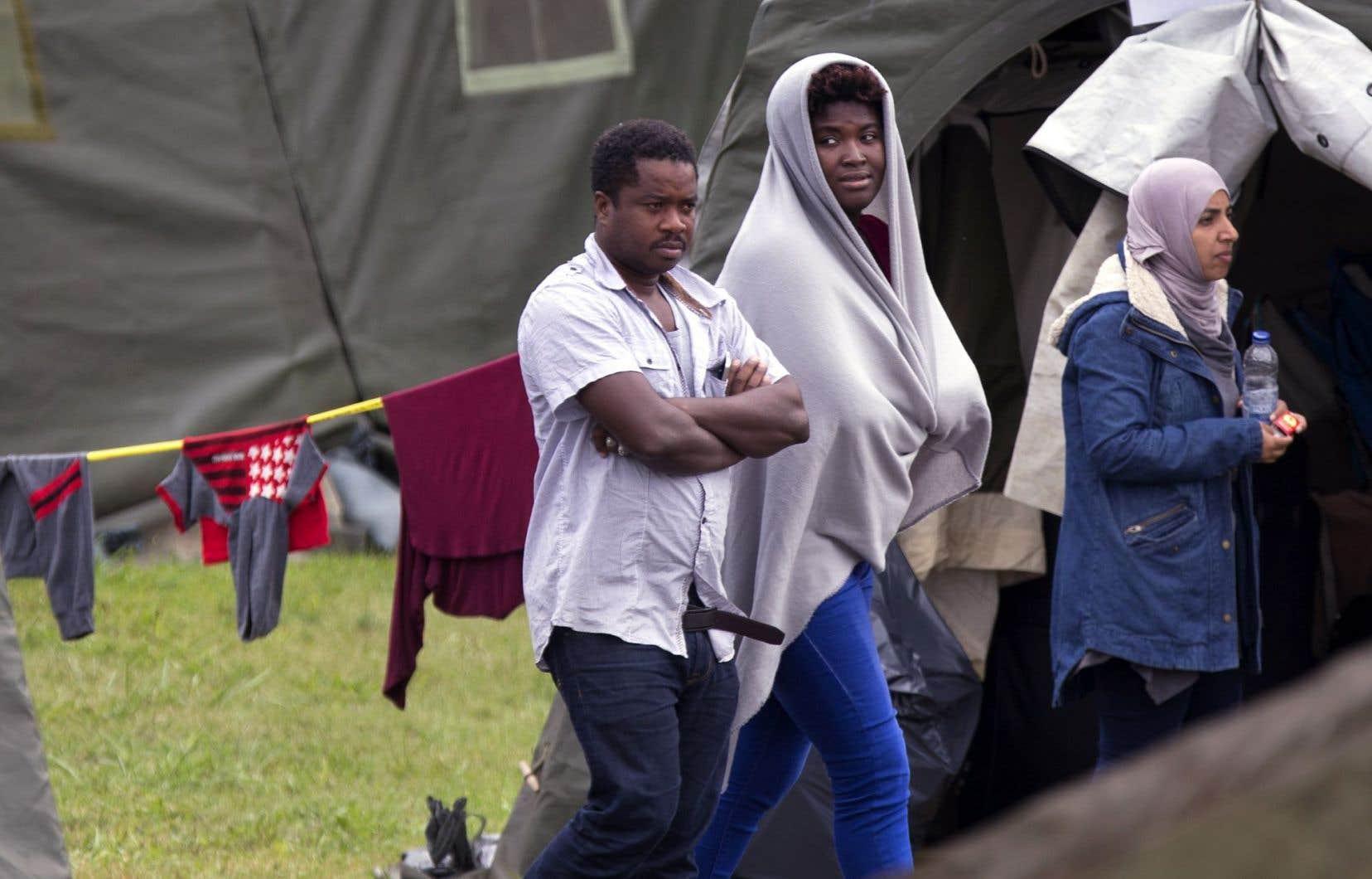 L'arrivée massive de demandeurs d'asile au cours des derniers mois a entraîné d'importants retards dans le traitement des demandes.