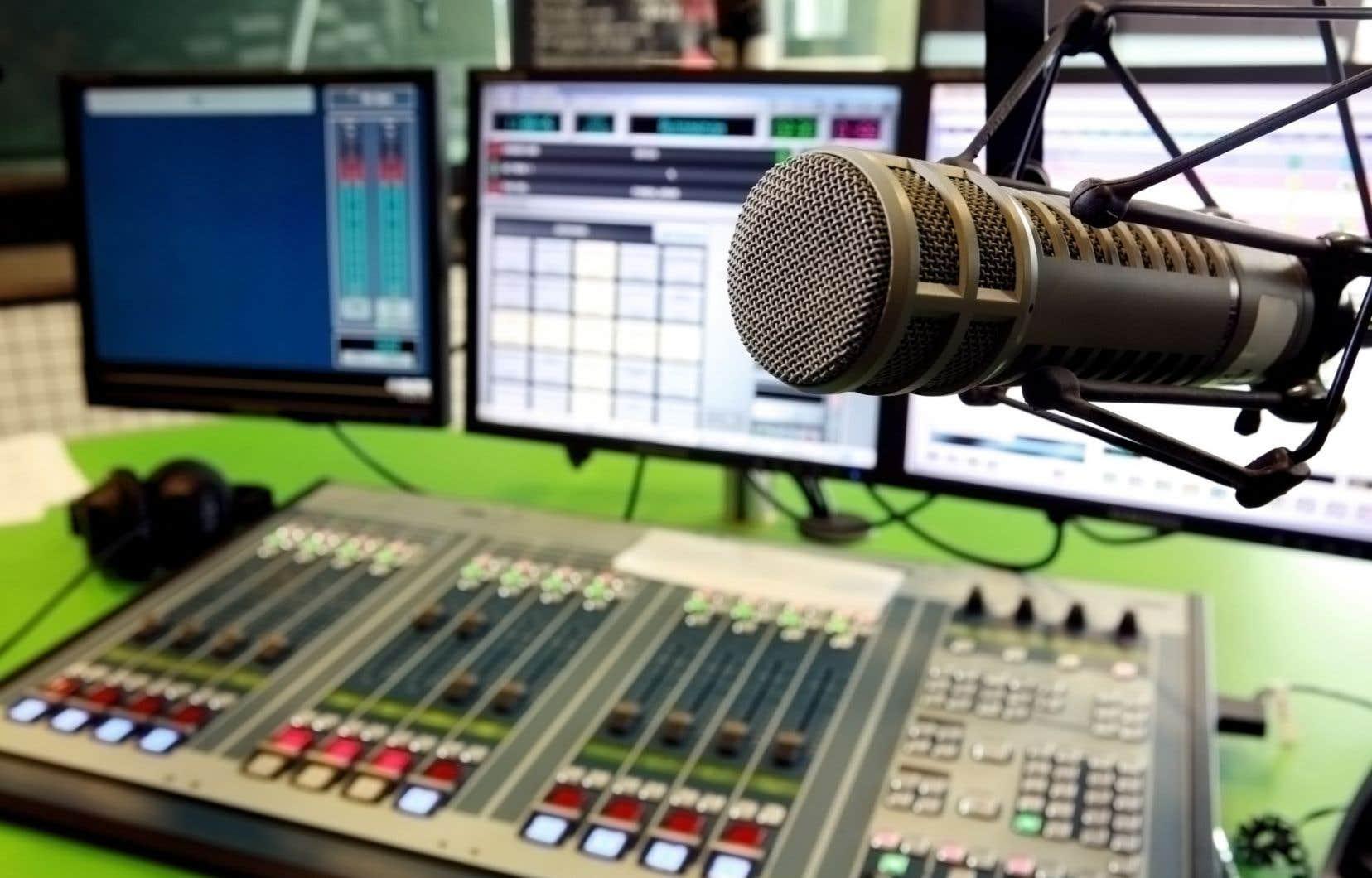 Un regroupement du secteur a tenu à prendre la parole après de récentes sorties sur les quotas musicaux à la radio commerciale par des personnalités publiques, dont Normand Brathwaite et Louis-José Houde.