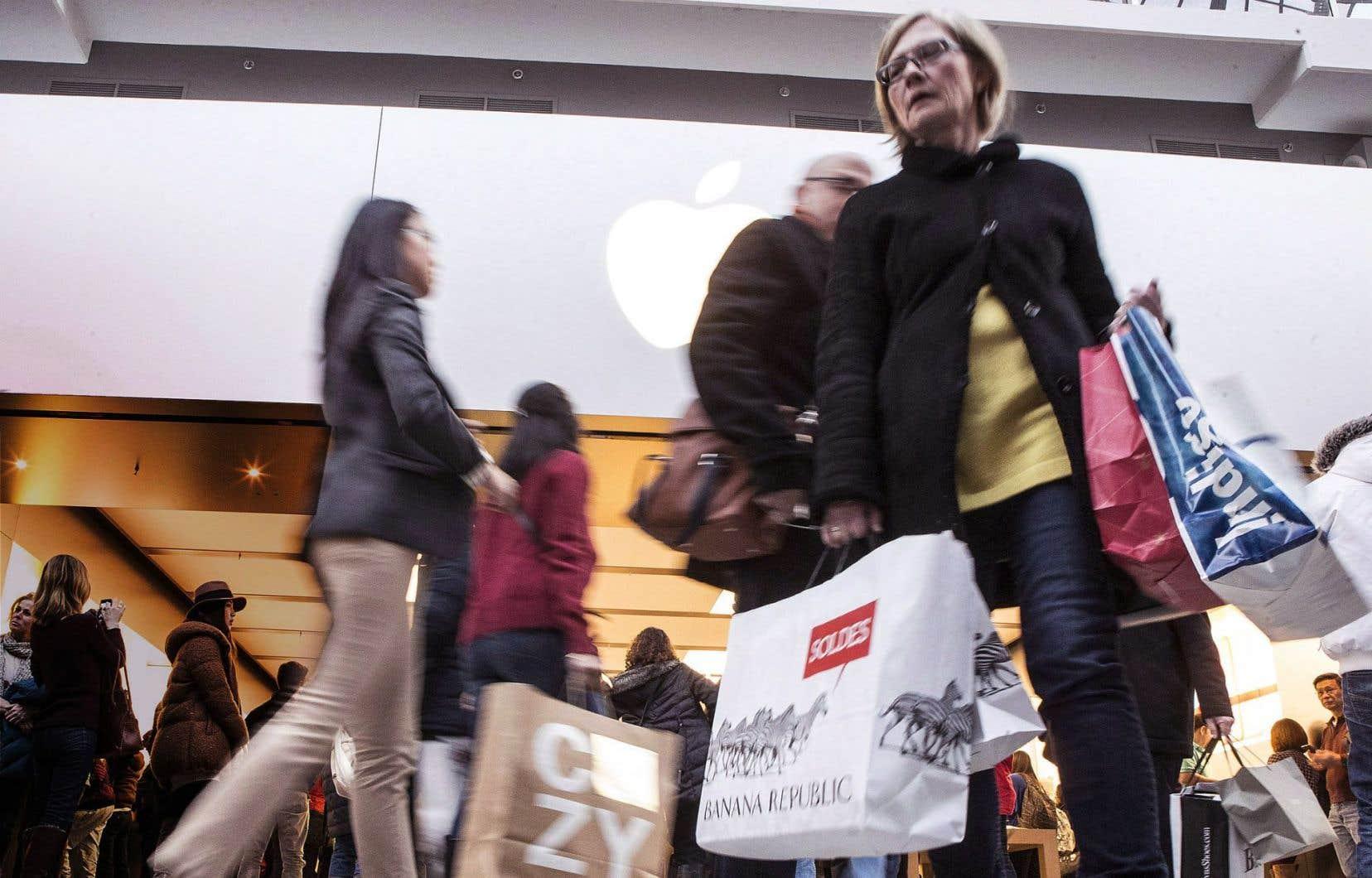 «Les consommateurs ont continué d'afficher une belle vigueur alors que les solides gains sur le marché du travail se traduisent par une hausse des revenus», a analysé l'économiste de la Banque Nationale Matthieu Arsenau.