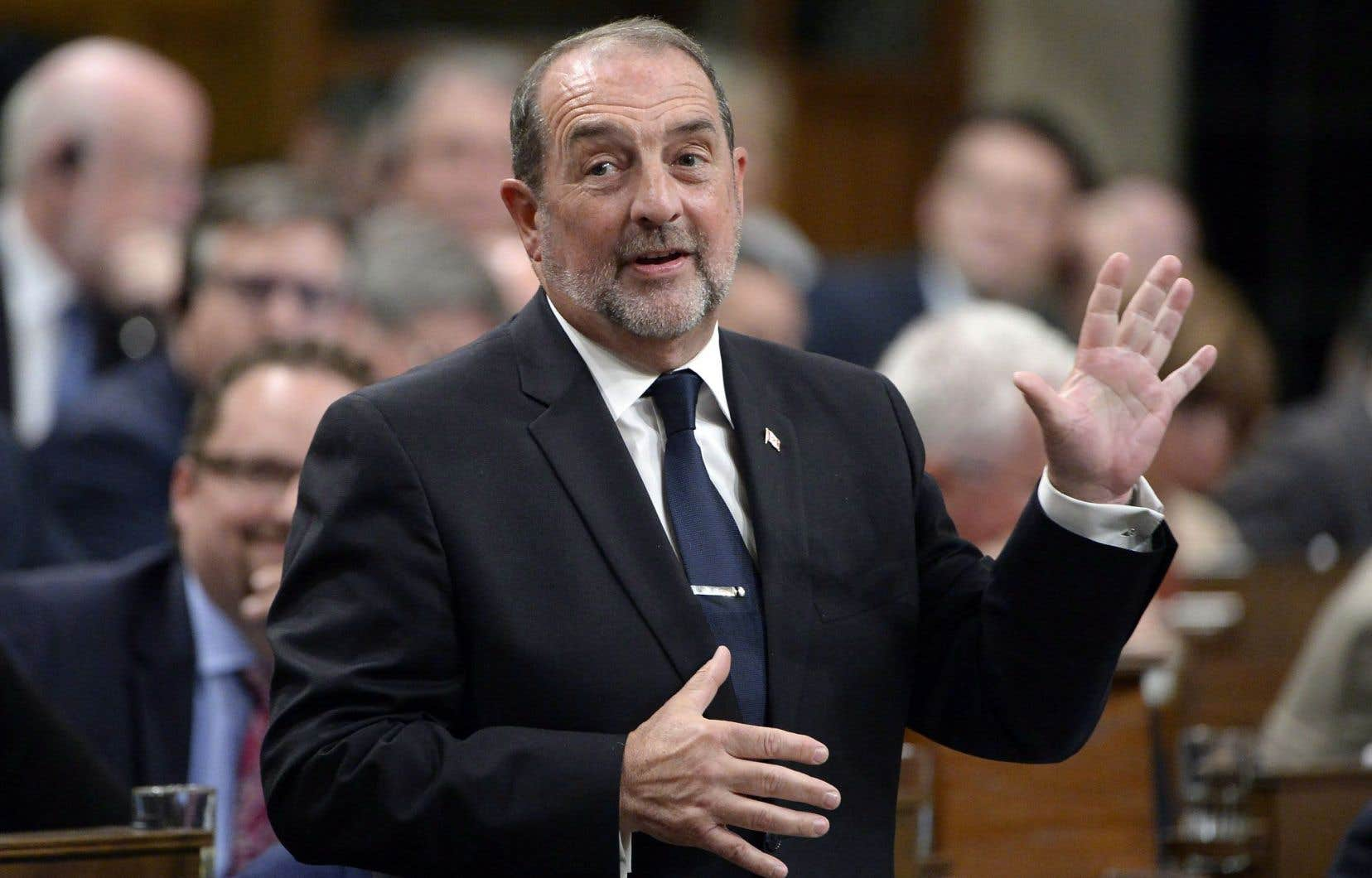 En juin, l'ex-ministre Denis Lebel avait annoncé sa décision de quitter la politique.