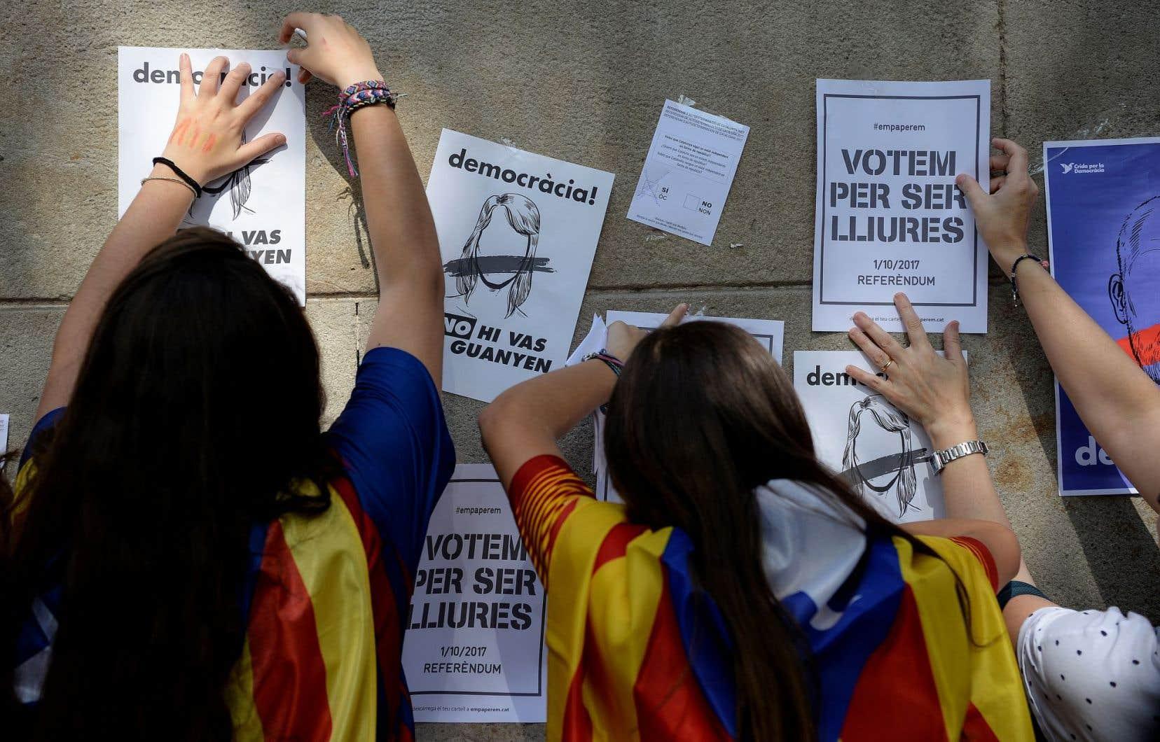Les forces de l'ordre qui multiplient les perquisitions ont saisi près de 10 millions de bulletins de vote.