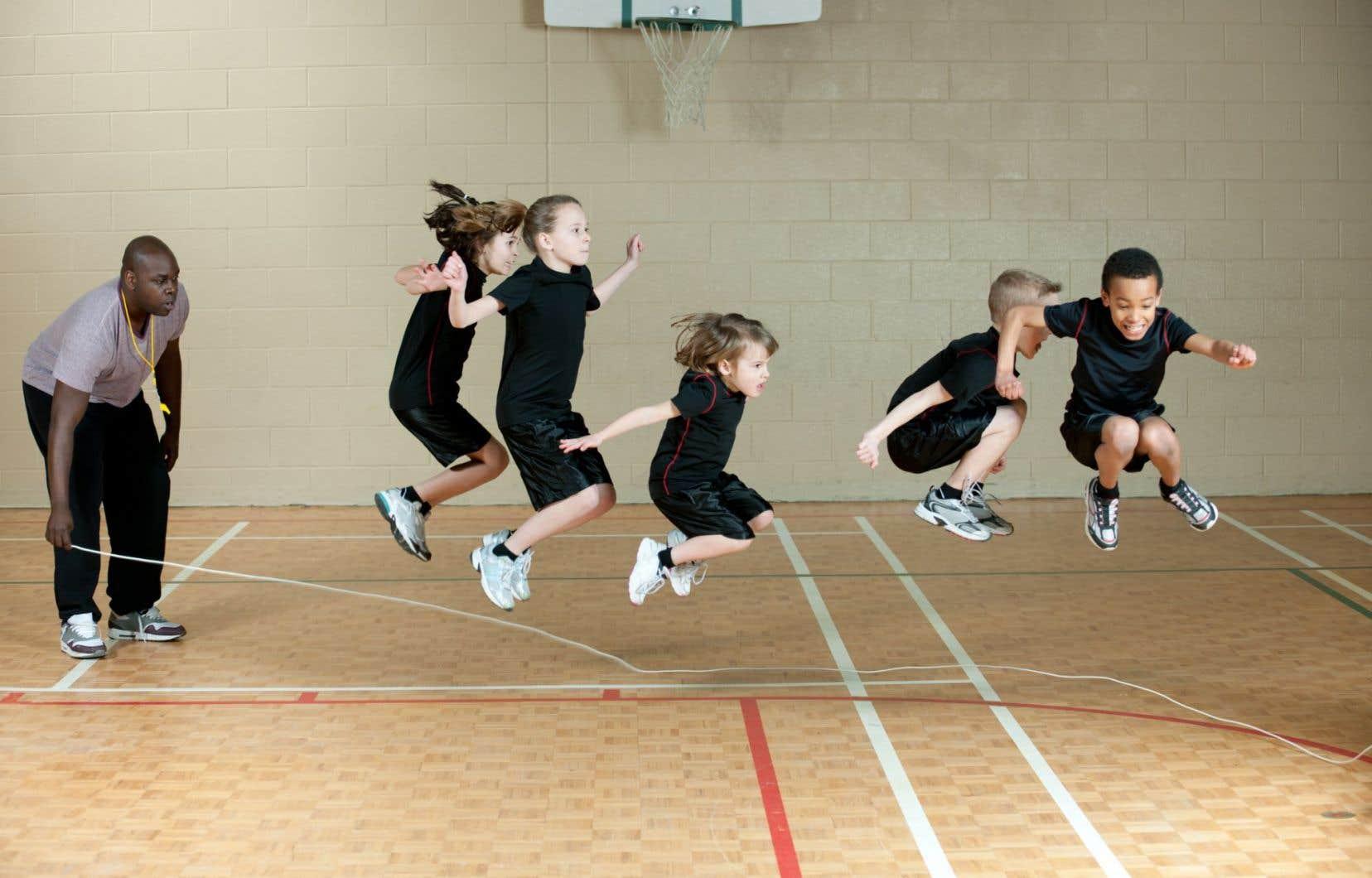 Afin de déployer pleinement le potentiel du sport pour la réussite éducative, une plus grande reconnaissance des intervenants oeuvrant dans ce secteur est nécessaire, estiment les auteurs.