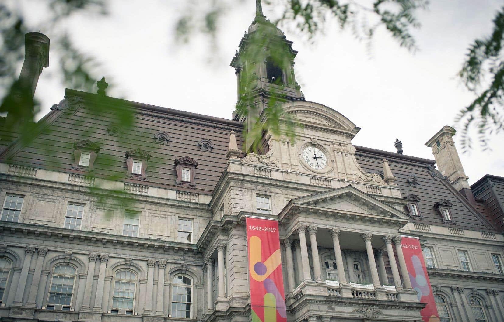 «Les écrivains célèbrent Montréal» se tient dans le hall d'honneur de l'hôtel de ville de Montréal.