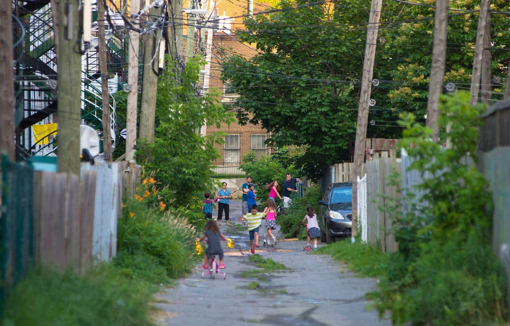 La nécessaire adaptation de nos collectivités aux changements climatiques passe par plus de vert dans nos villes, souligne l'auteur.