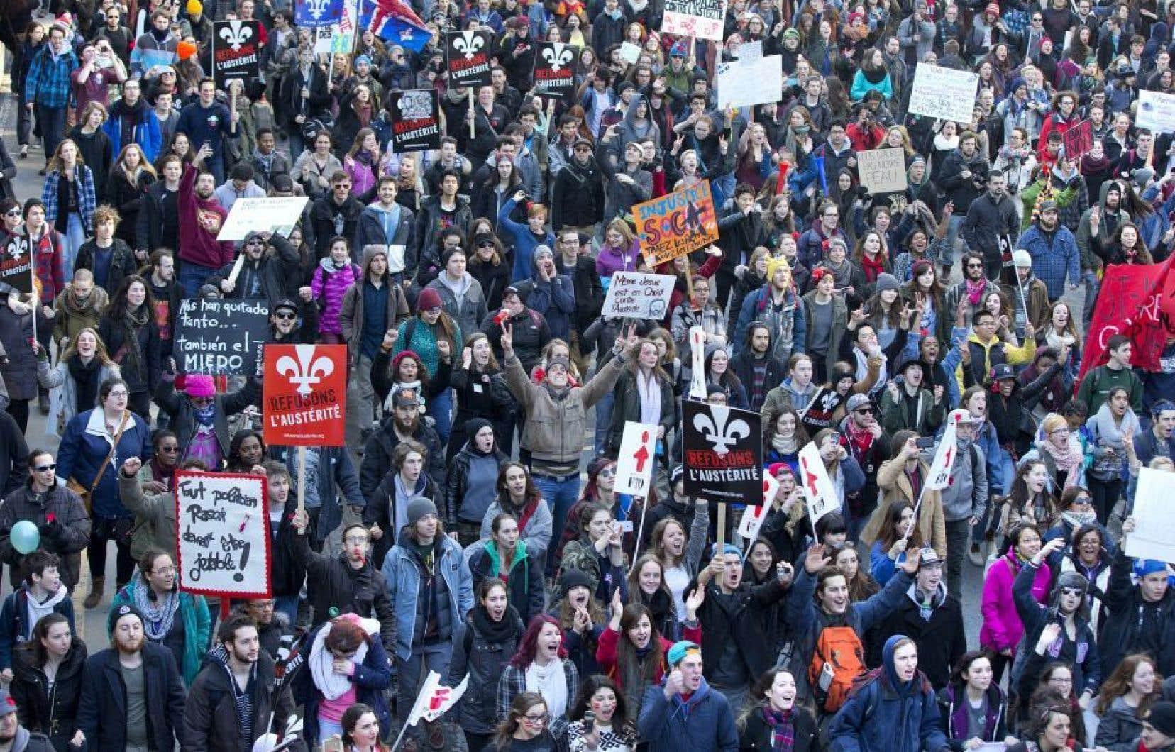 Des milliers de personnes avaient répondu à l'appel de l'ASSÉ le 2 avril 2015 et avaient manifesté leur mécontentement vis-à-vis les mesures d'austérité du gouvernement.