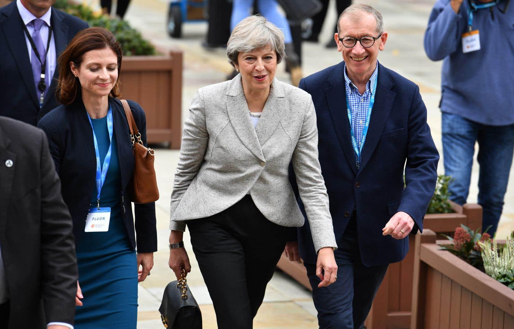 La première ministre de la Grande-Bretagne, Theresa May, dimanche
