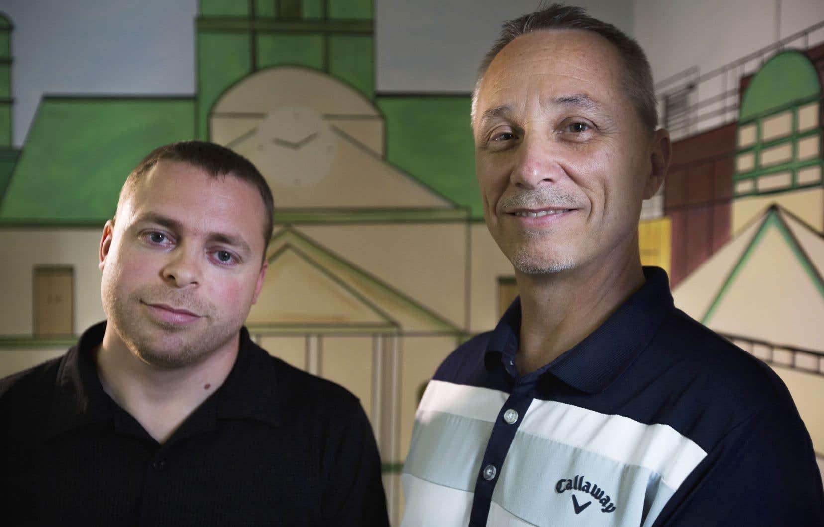 Le directeur général de La Sortie, Ronald Lepage, et le président de l'organisme de bienfaisance, le pasteur Gerry Plunkett, dans leur bureau, à l'église Catch the Fire à Pierrefonds.