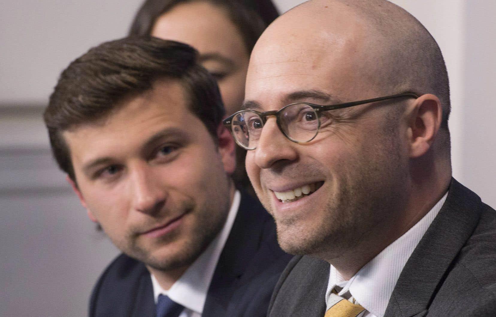 Gabriel Nadeau-Dubois, de Québec solidaire, et Sol Zanetti, d'Option nationale, lors d'une conférence de presse à Québec, jeudi.