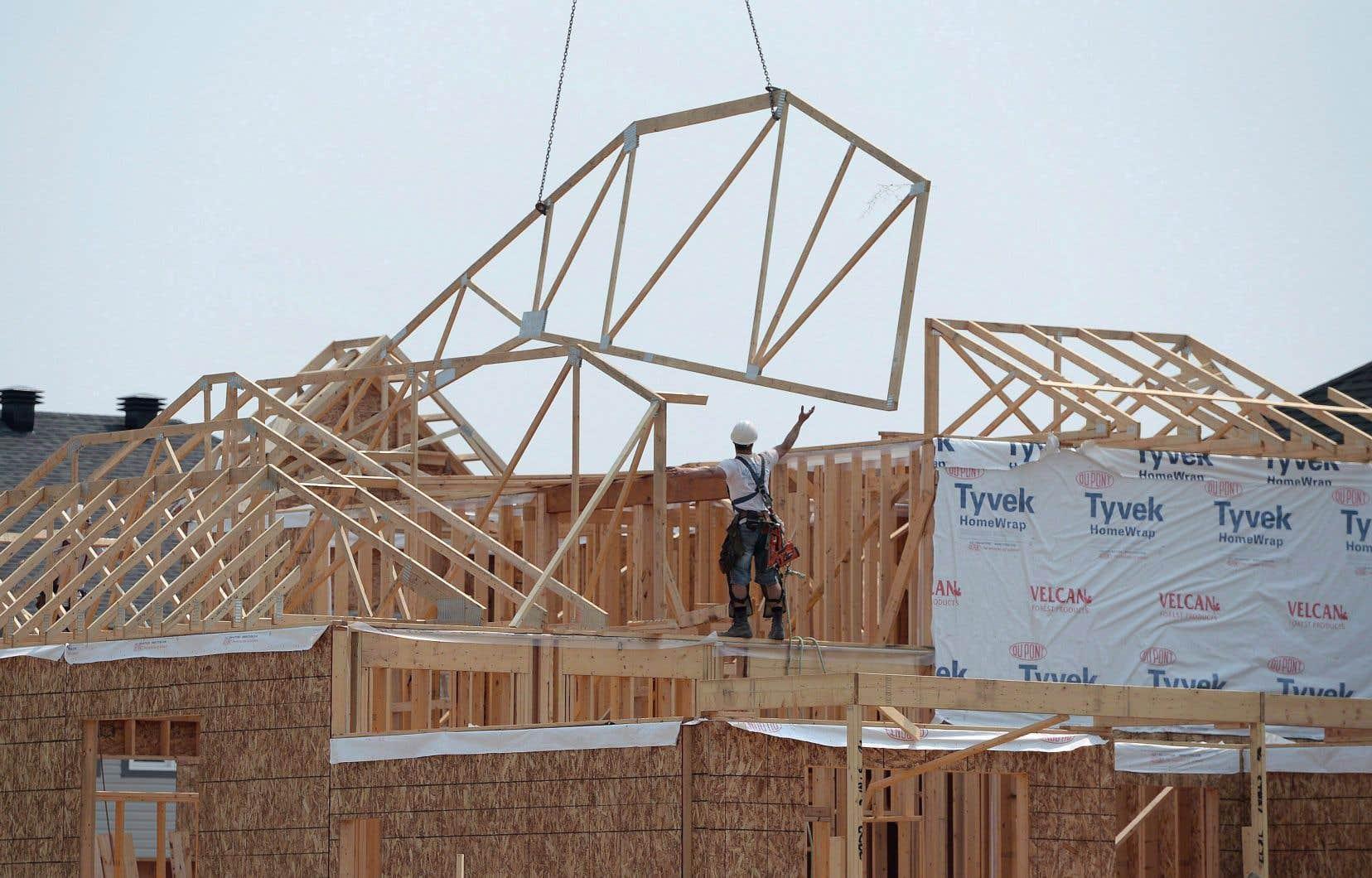 Le gouvernement avait prévu de financer 2500 logements sociaux l'an dernier et autant l'année précédente. Or il n'a pu en livrer que 1665 et 1742 ces deux dernières années, selon le rapport annuel de la SHQ.