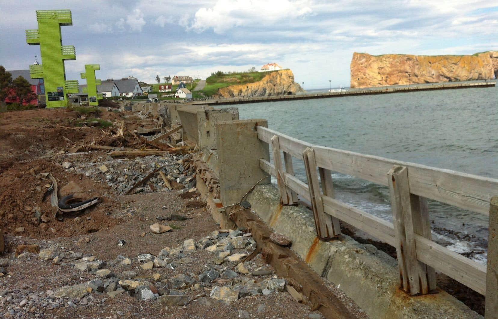 La jetée de Percé a été détruite par des tempêtes historiques l'automne et l'hiver derniers. Sa reconstruction coûtera quelque 20 millions, fournis en grande partie par Québec.