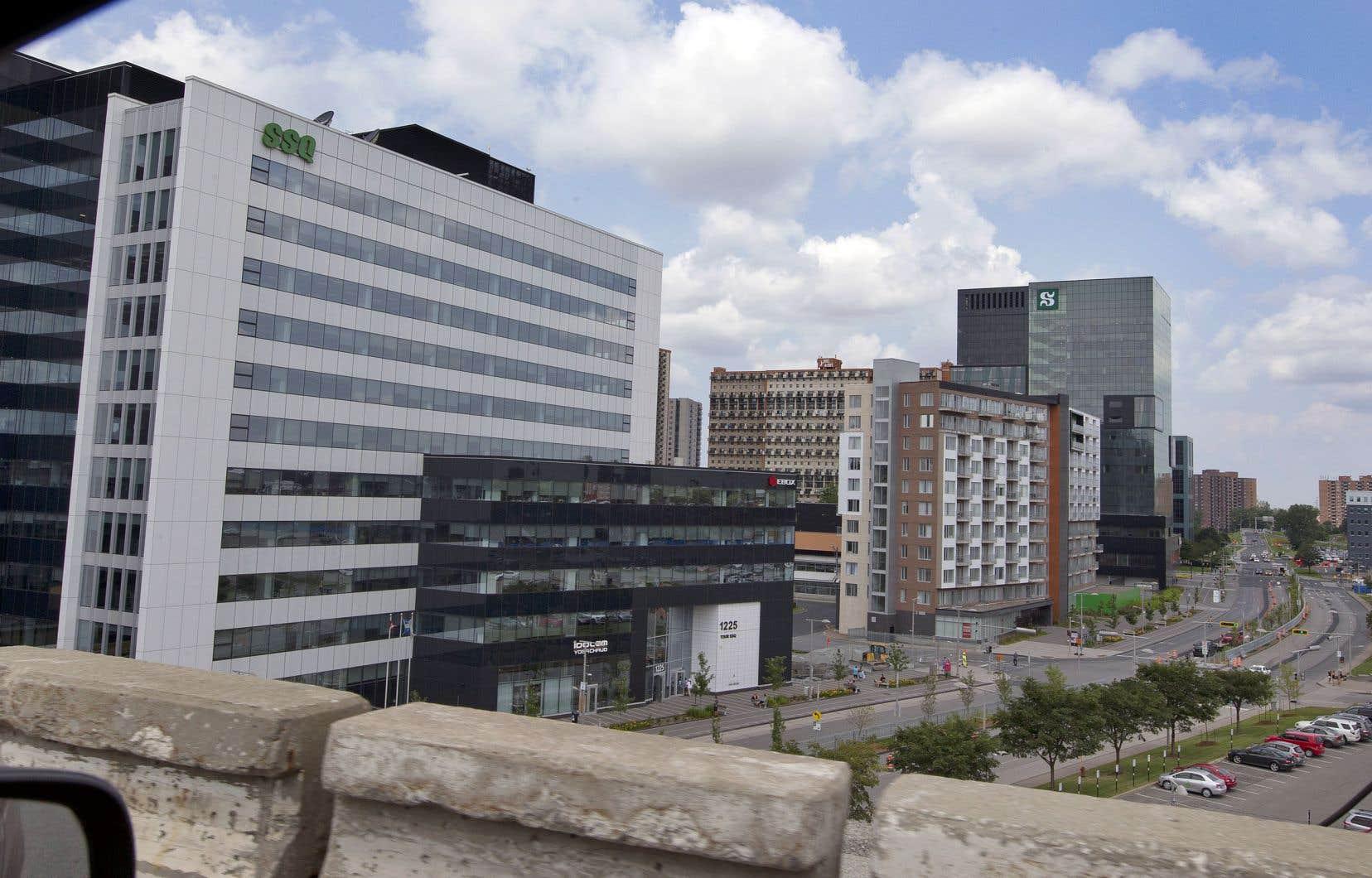 L'administration de la maire sortante, Caroline St-Hilaire, proposait de développer d'ici 2035 un nouveau centre-ville autour de la station de métro Longueuil-Université de Sherbrooke.