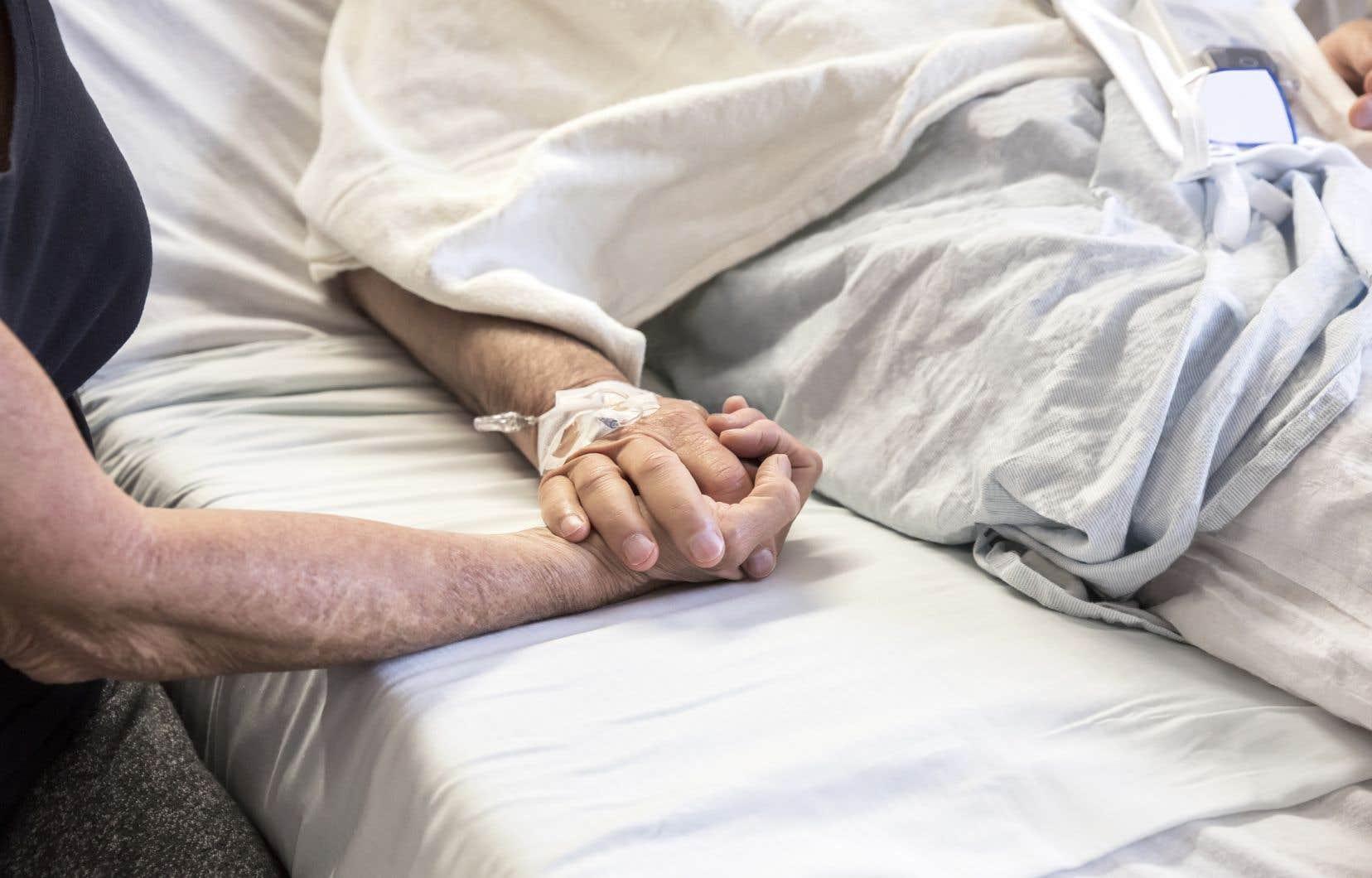 Près du quart des personnes qui avaient réclamé l'aide à mourir sont décédées avant d'y avoir eu accès.
