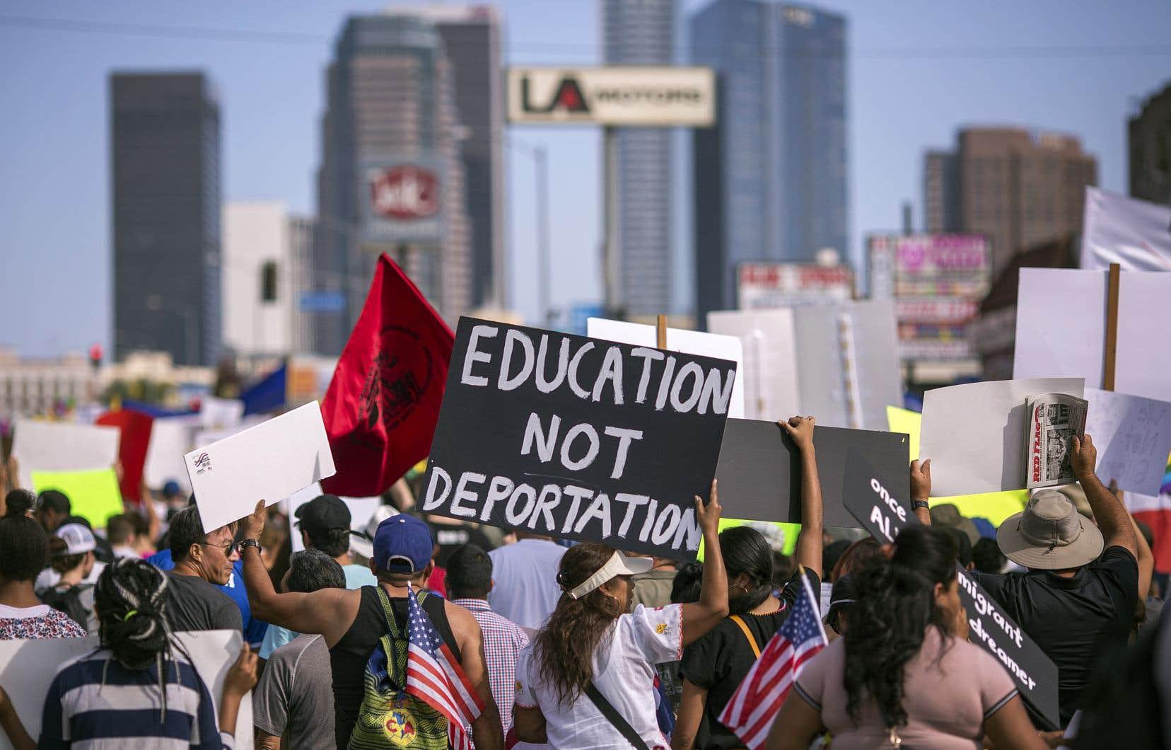 Des milliers d'immigrants et de partisans du programme DACA manifestaient leur appui aux Dreamers dans les rues de Los Angeles, en Californie, le 10 septembre dernier.