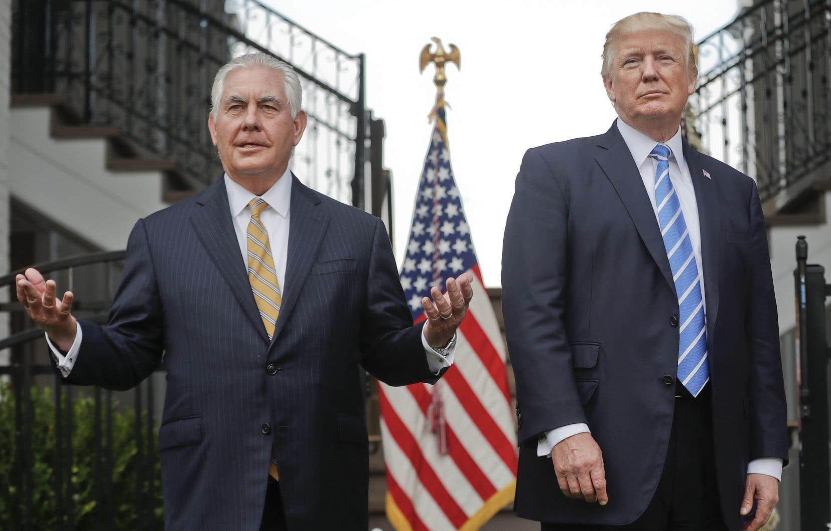 Selon la chaîne NBC News, le secrétaire d'État, Rex Tillerson, a qualifié le président américain, Donald Trump, de «débile» à la fin d'une réunion au Pentagone cet été.