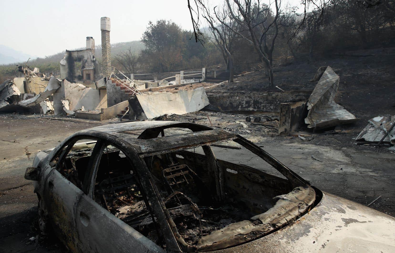 En plus des 15 victimes, au moins 100 personnes ont été blessées à la suite des incendies.