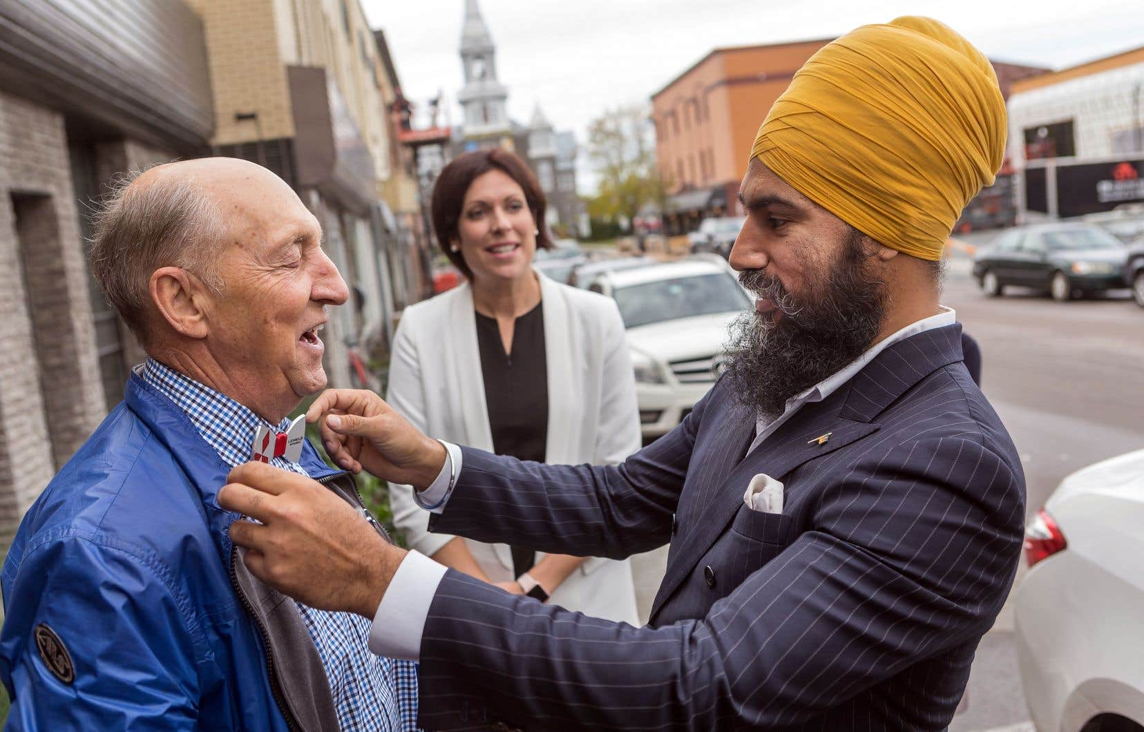 Le chef nouvellement élu du NPD, Jagmeet Singh, est allé à la rencontre des électeurs d'Alma, mardi, afin d'épauler sa candidate à l'élection partielle dans Lac-Saint-Jean.