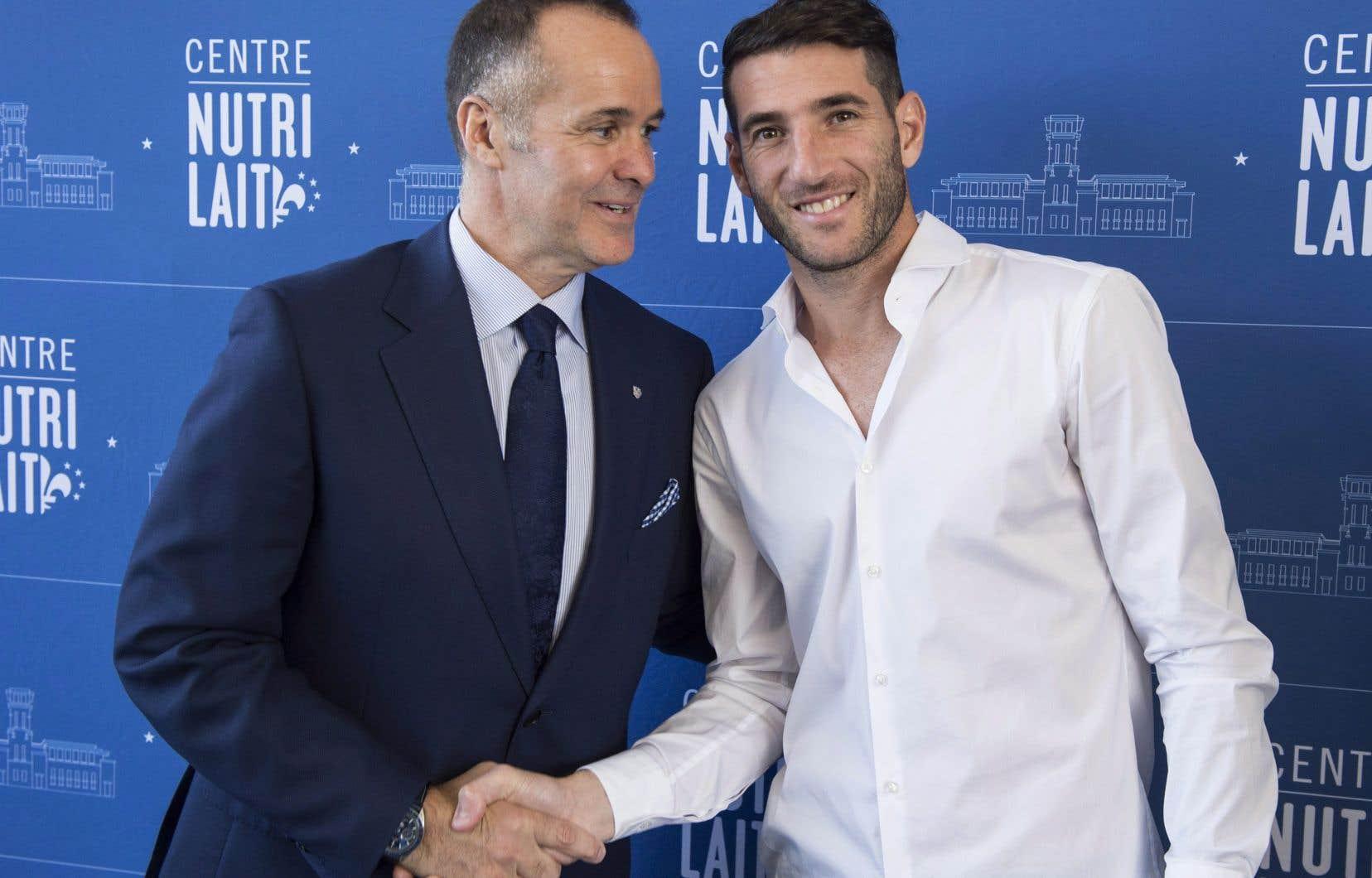 La valeur du contrat de Piatti (à droite) n'a pas été dévoilée, mais le président de l'Impact, Joey Saputo, a insisté pour dire qu'il serait payé comme «un des cinq meilleurs joueurs de la ligue».