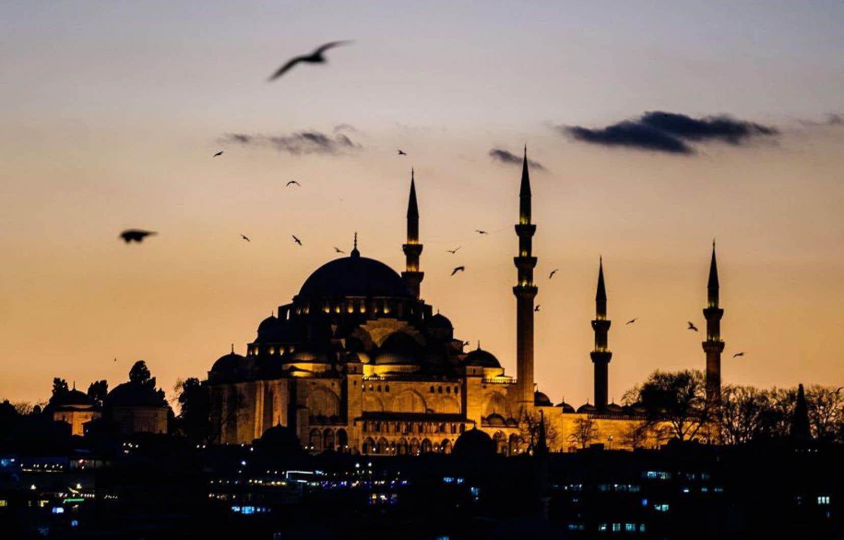 La mosquée Souleymane, à Istanbul, un des lieux les plus visités en Turquie. Mais les touristes y sont de moins en moins nombreux en raison des attentats terroristes qui s'y répètent.