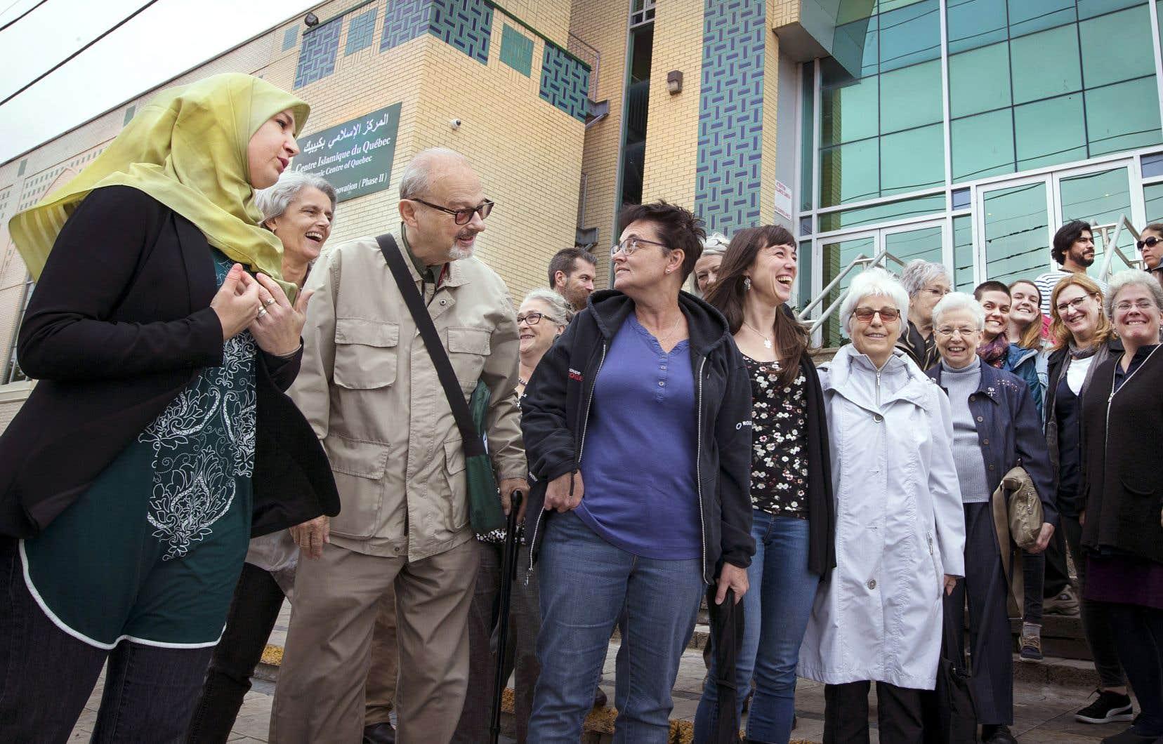 Les participants de l'activité ont fait un arrêt à la mosquée Al Islam, dans l'arrondissement Saint-Laurent, la toute première mosquée au Québec, construite en 1965.