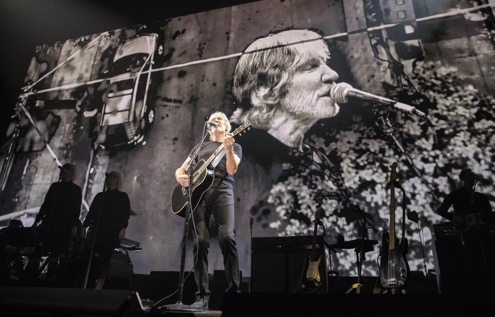 Roger Waters marque des points d'entrée de jeu: une fin du monde sur grand écran à très haute résolution, ça saisit.