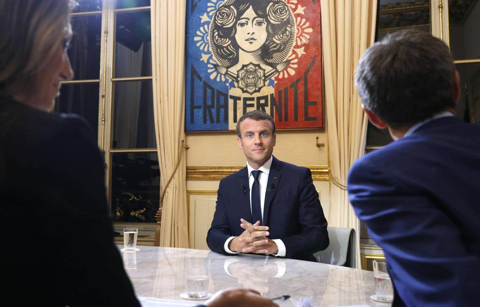 Depuis son élection, Emmanuel Macron a convié à dîner l'ancien président Nicolas Sarkozy, mais pas François Hollande, dont il avait pourtant été le ministre de l'Économie.