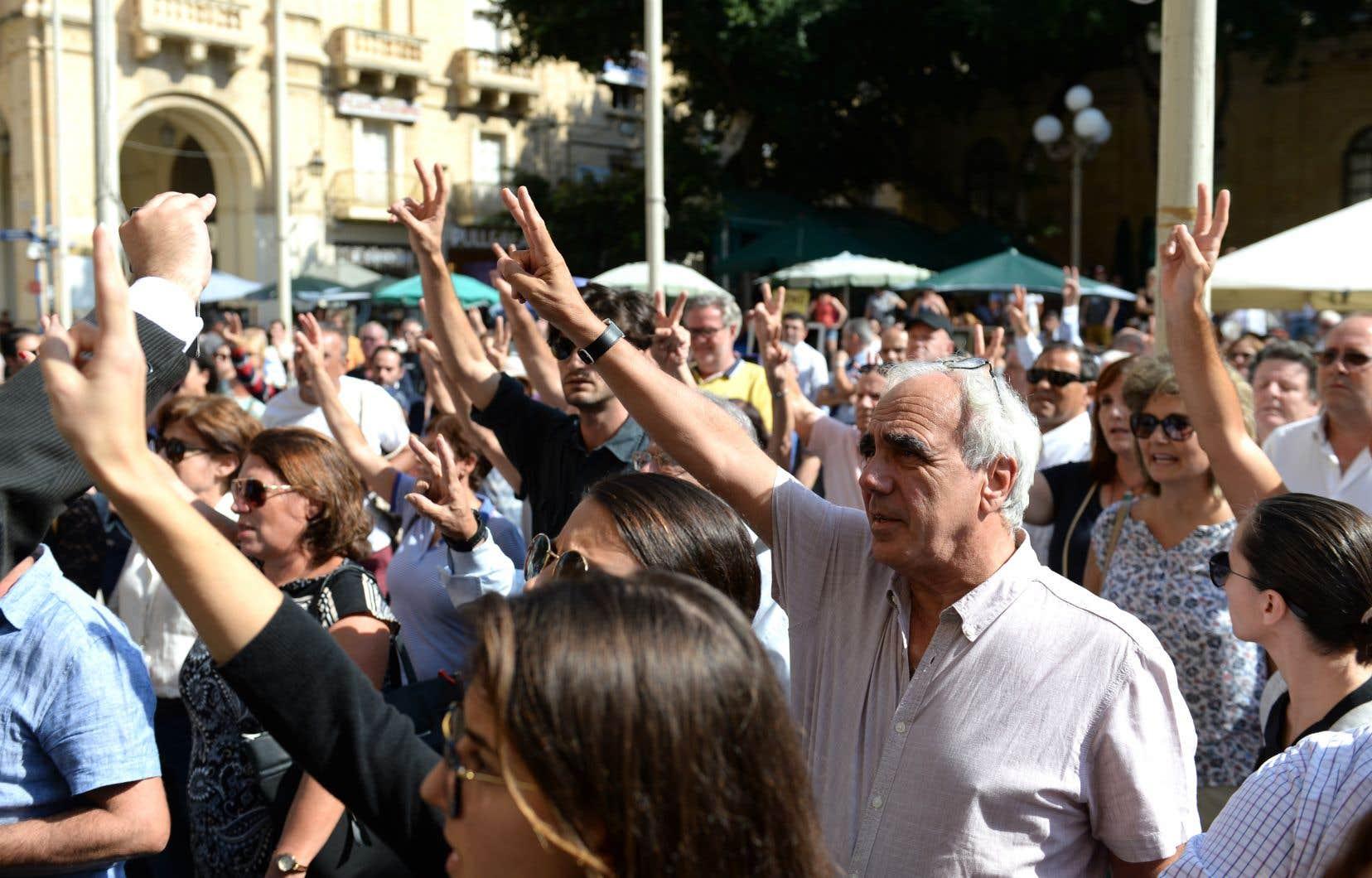Des personnes se sont rassemblées devant le tribunal de La Valette, à Malte, pour réclamer justice à la suite de l'assassinat de la journaliste Daphné Caruana Galizia.
