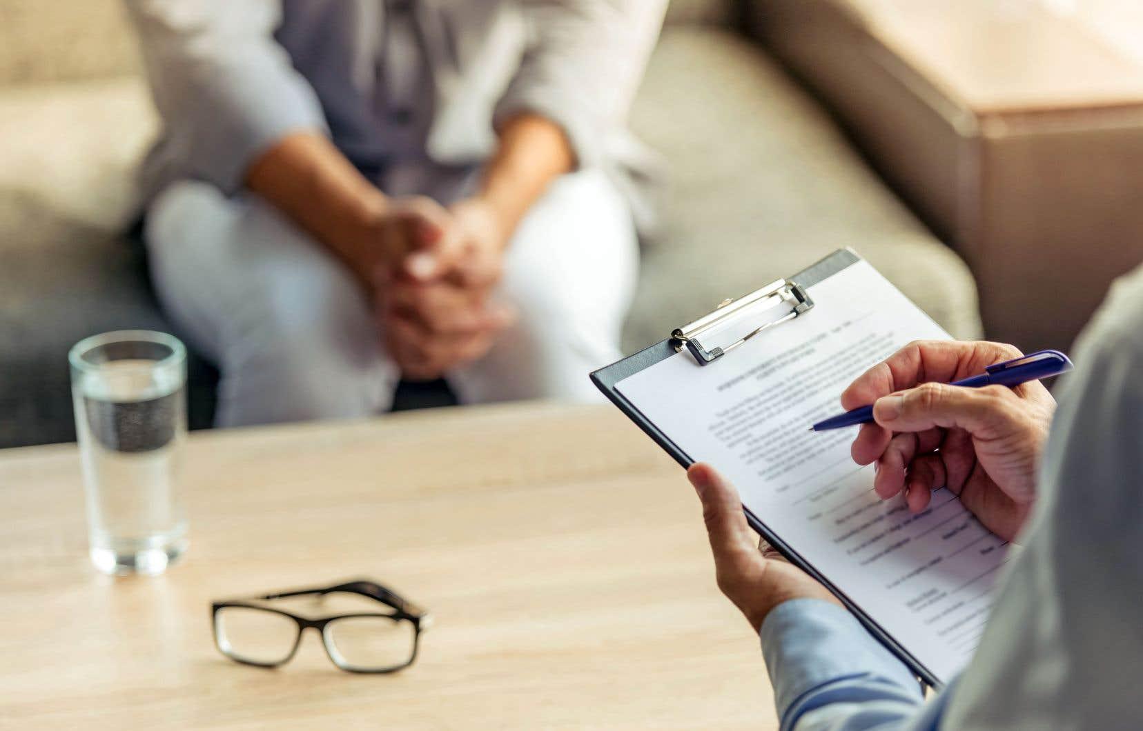 La formation continue est balisée depuis 2012 pour les membres exerçant la psychothérapie. Ils doivent suivre 90heures de formation tous les cinq ans.