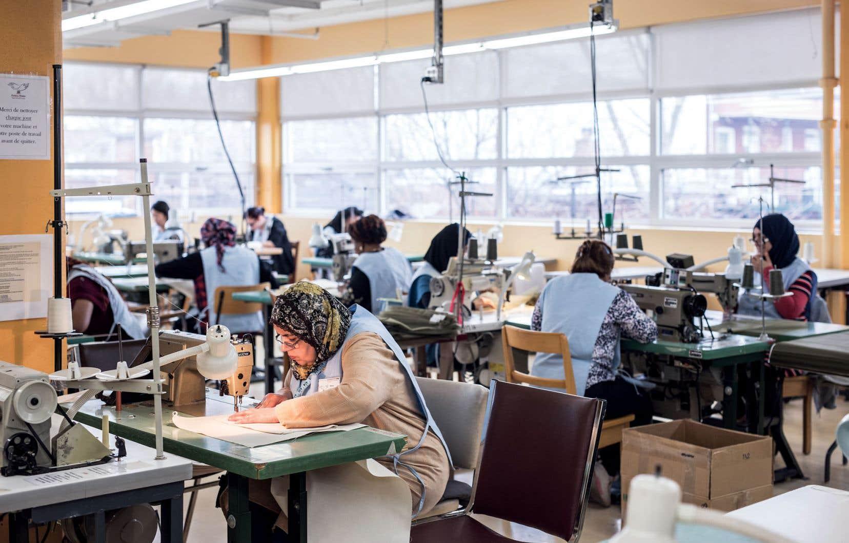 Une cinquantaine de femmes profitent de la formation de six mois pour devenir opératrice en couture industrielle chaque année, et le taux de placement a été l'an dernier de 88%.