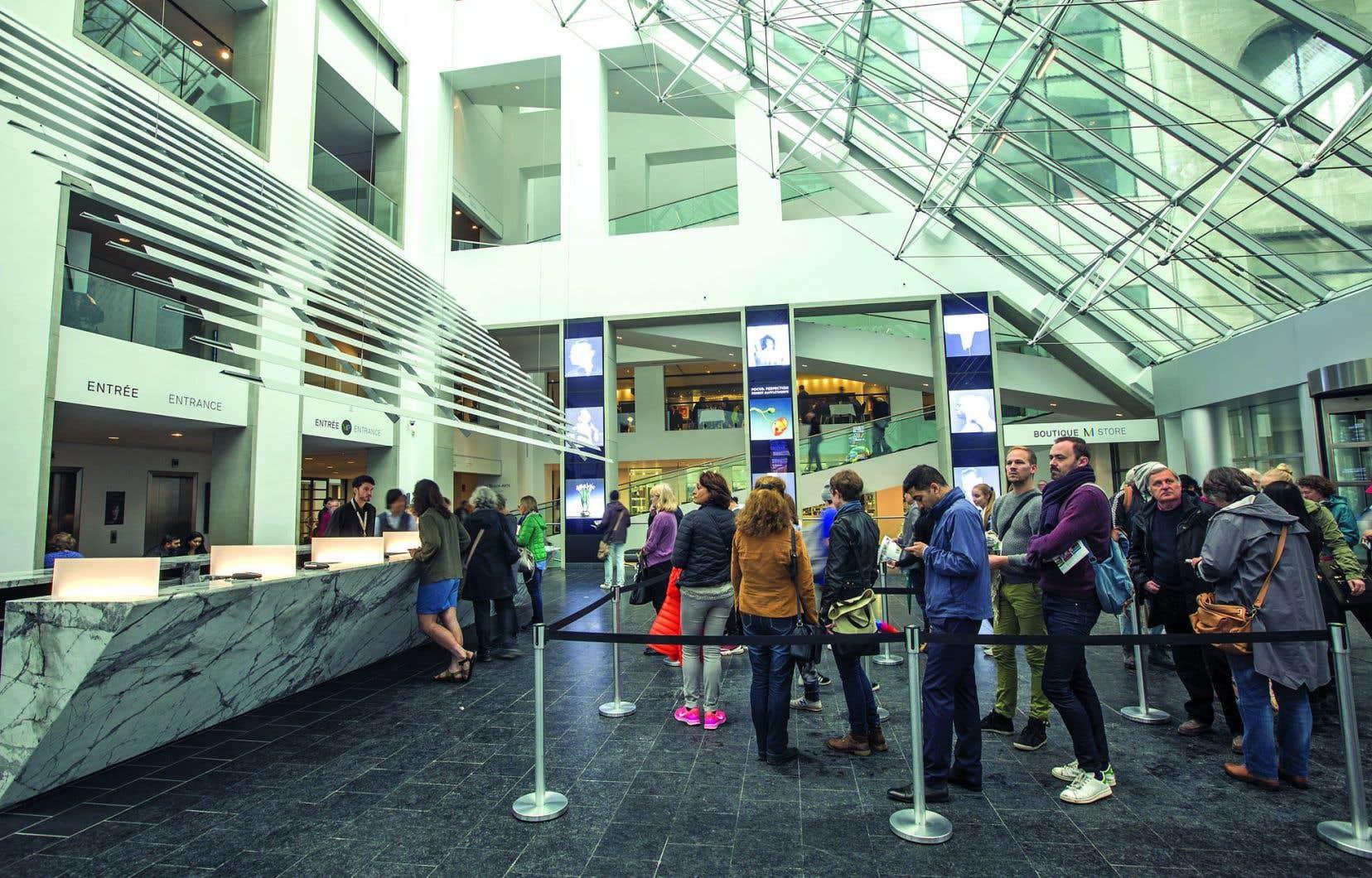 Tout abonné à une bibliothèque du réseau de la ville de Montréal et de la Grande Bibliothèque du Québec peut emprunter une carte qui lui donnera accès gratuitement au MBAM et au Centre d'histoire de Montréal.
