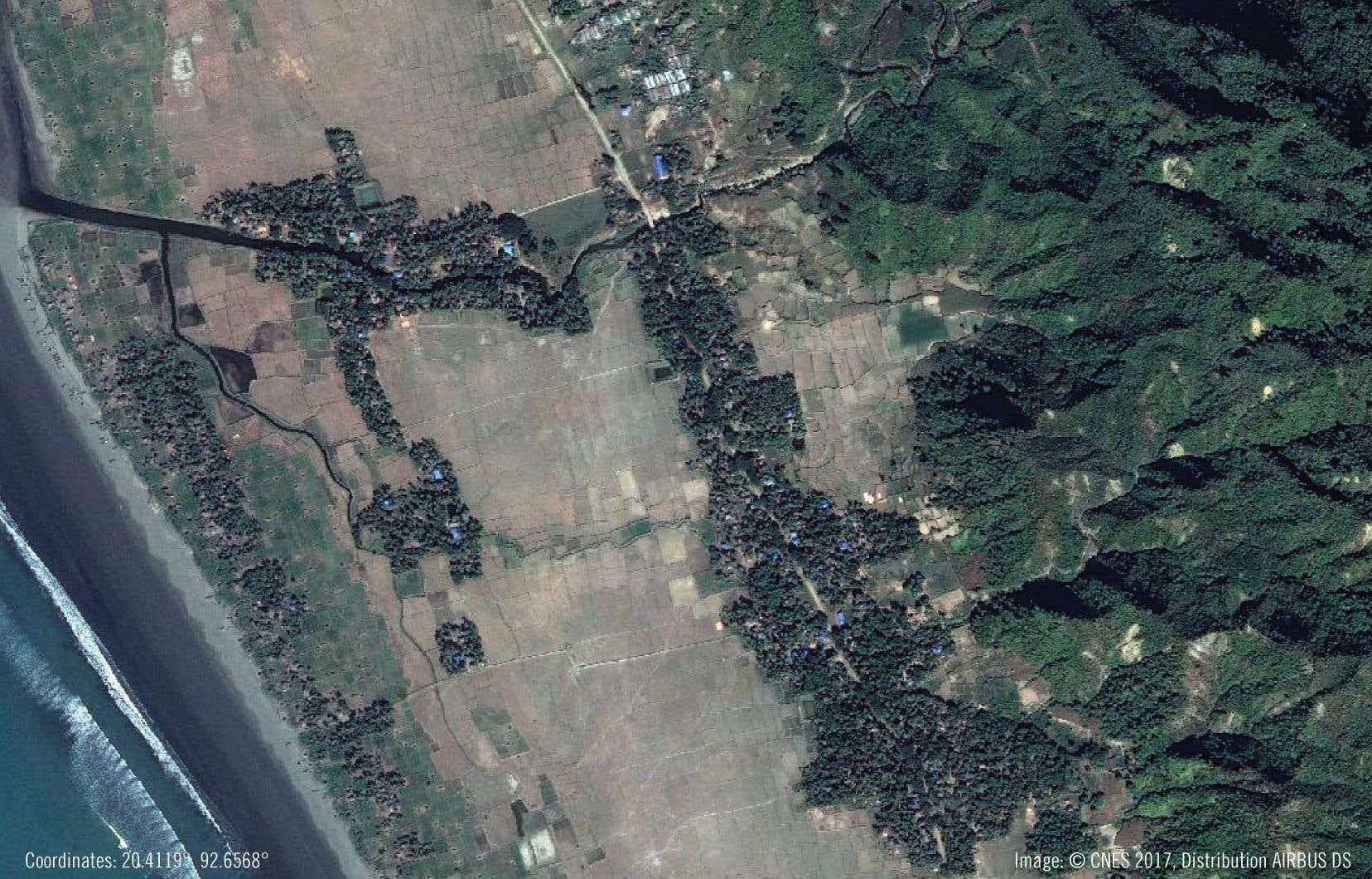 Le 25 août, un poste de police de Chein Kar Li, dans le district de Rathidaung, a été attaqué par un groupe rebelle. Le jour même, une sanglante opération de représailles a été lancée contre la population civile, et de larges parties du village ont été incendiées.