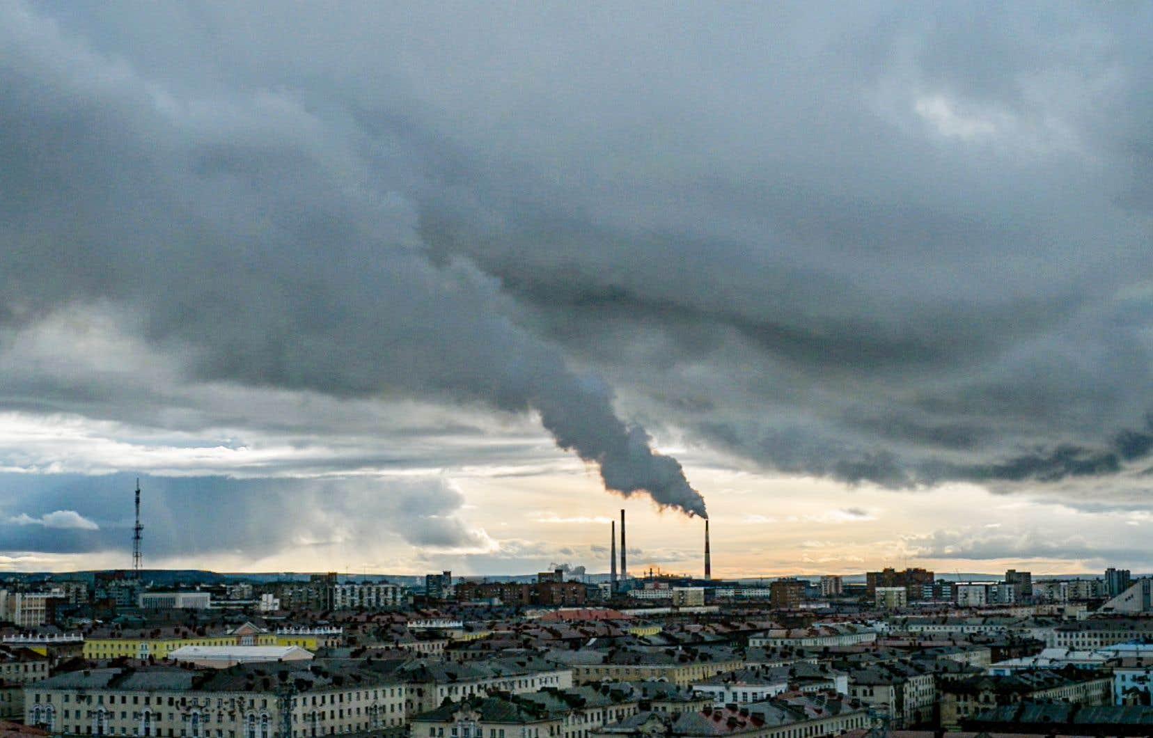 À Norilsk, la pollution camoufle souvent les rayons du soleil.