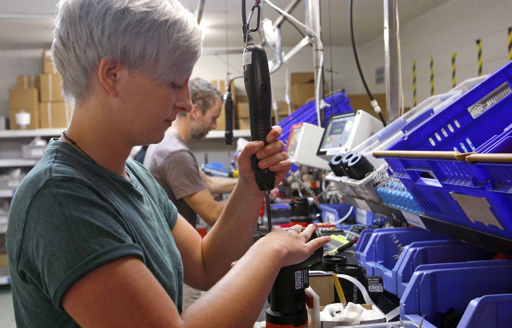 Les femmes occupent seulement 28% des emplois du secteur manufacturier au pays.