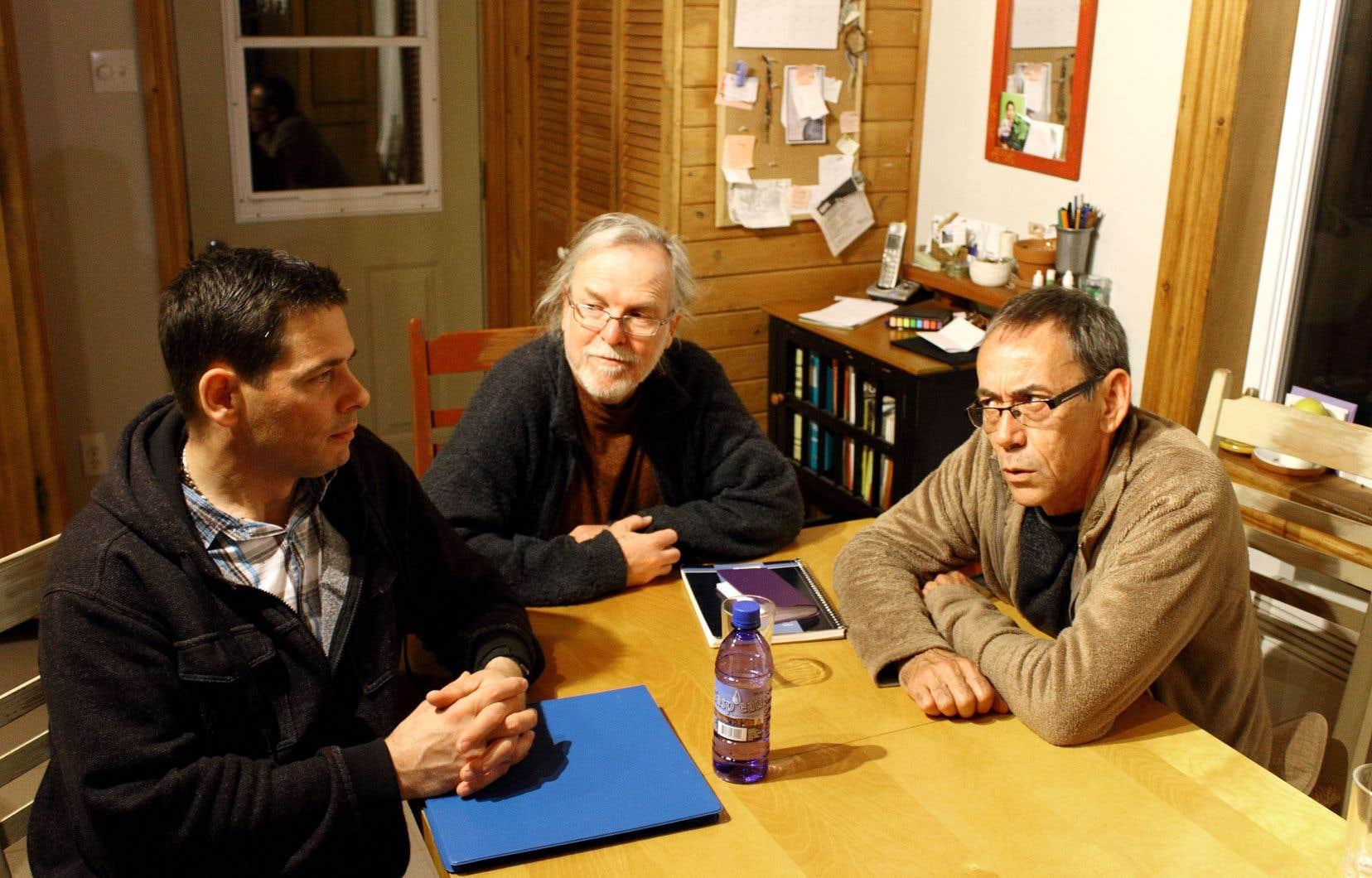 Steve Villeneuve, Jacques Ouellet et Bertin St-Onge ont fondé avec quatre autres citoyens le parti municipal Démocratie participative dans le village gaspésien de Saint-Alphonse-de-Caplan.