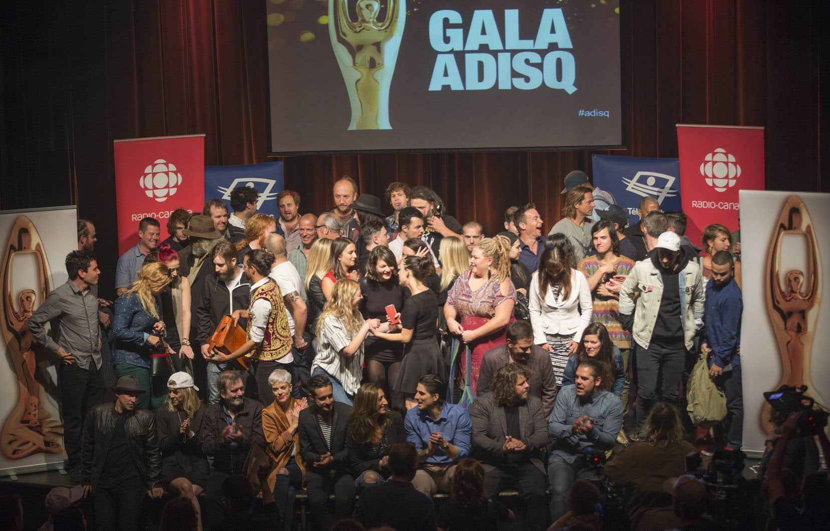 Les artistes en nomination réunis sur la scène du gala de l'ADISQ en 2016
