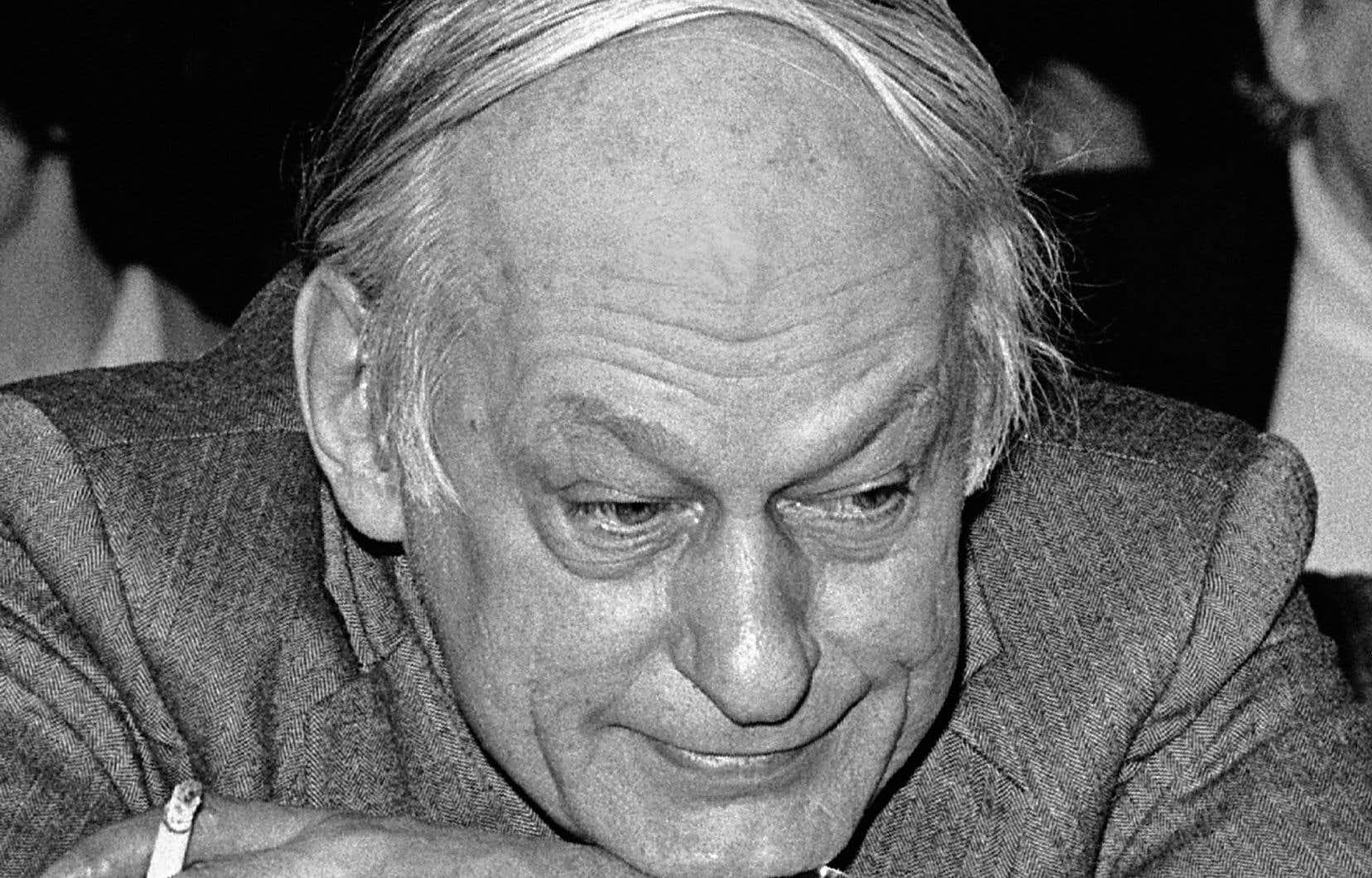 René Lévesque photographié lors d'un conseil national du Parti québécois