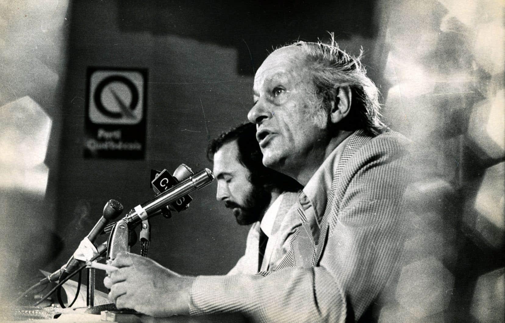 Si le Québec peut élever la tête parmi les nations du monde, souveraines ou non, c'est à René Lévesque que nous le devons en grande partie, estime l'auteur.