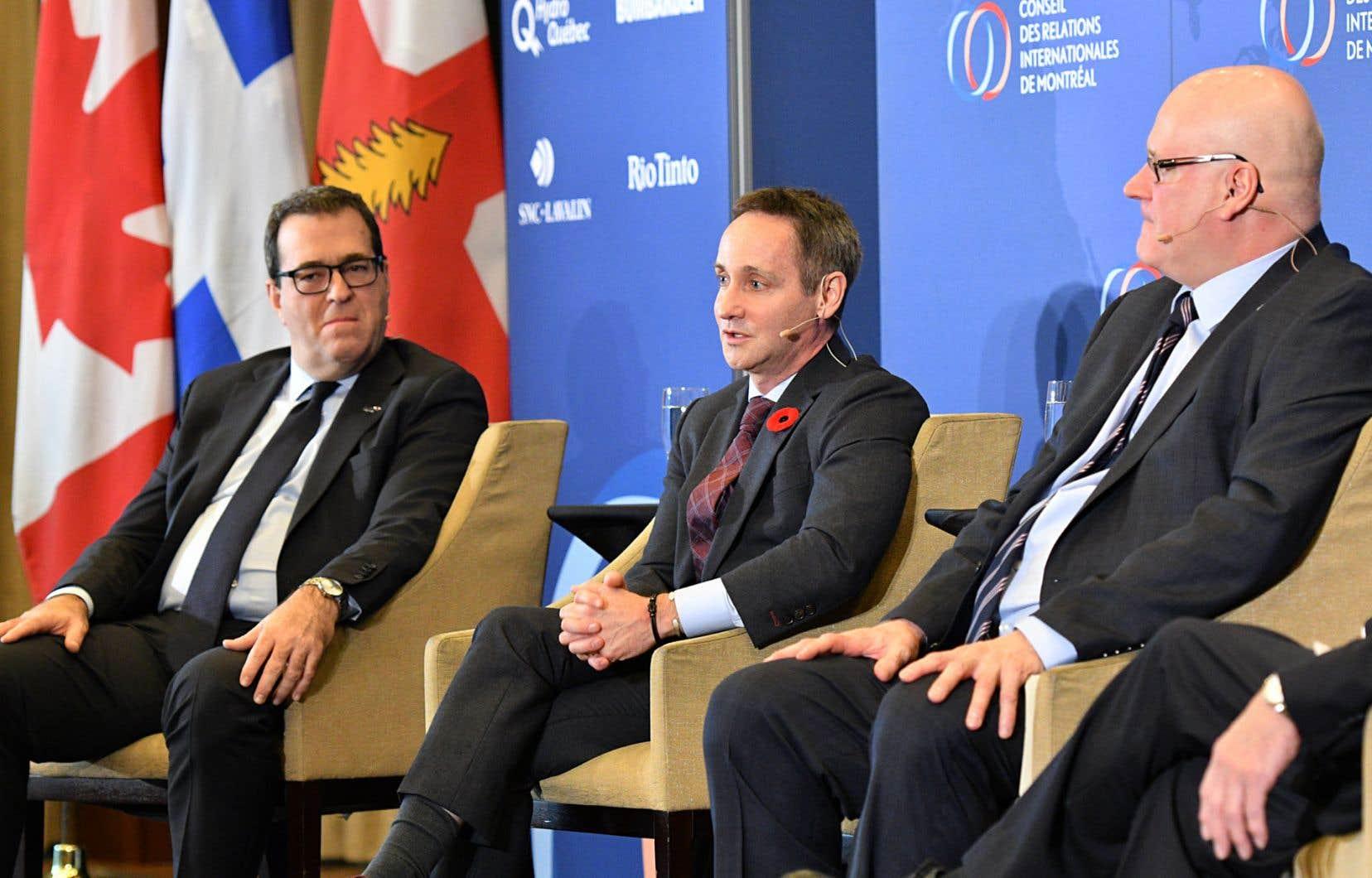 De gauche à droite: Pierre Cléroux, économiste en chef de la Banque de développement du Canada, Stéfane Marion, stratège en chef de la Banque Nationale, et François Dupuis, économiste en chef du Mouvement Desjardins